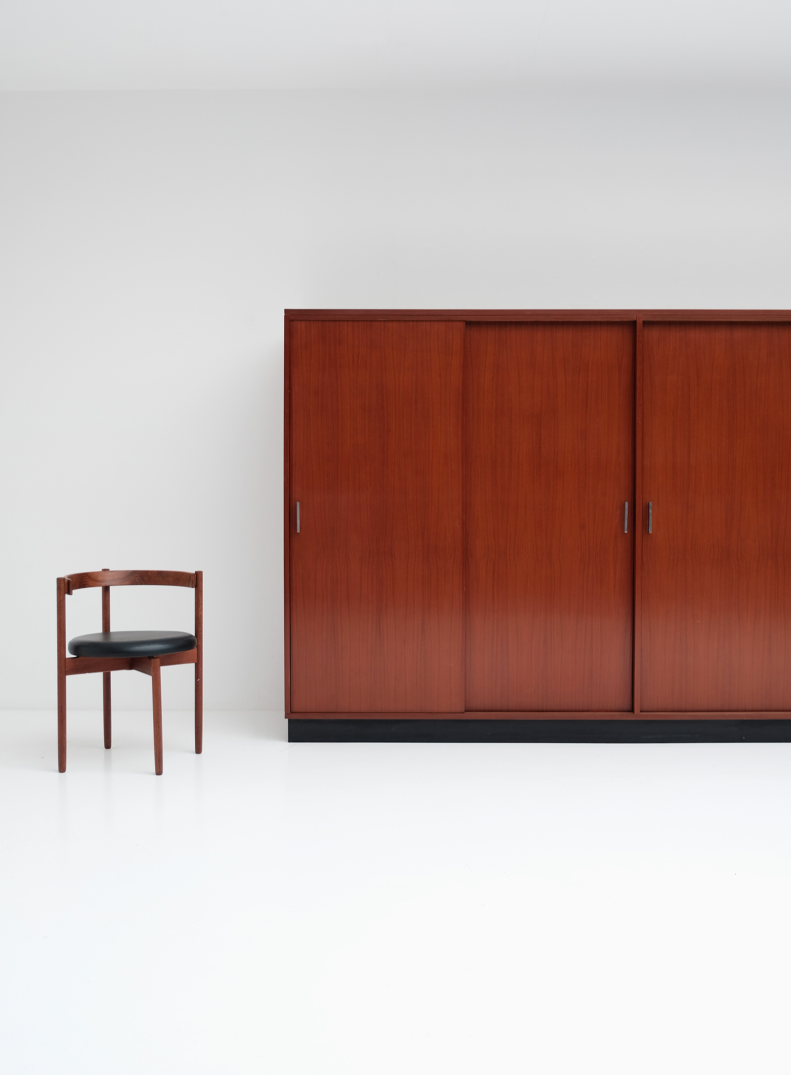 Alfred Hendrickx Wardrobe with Sliding Doorsimage 3