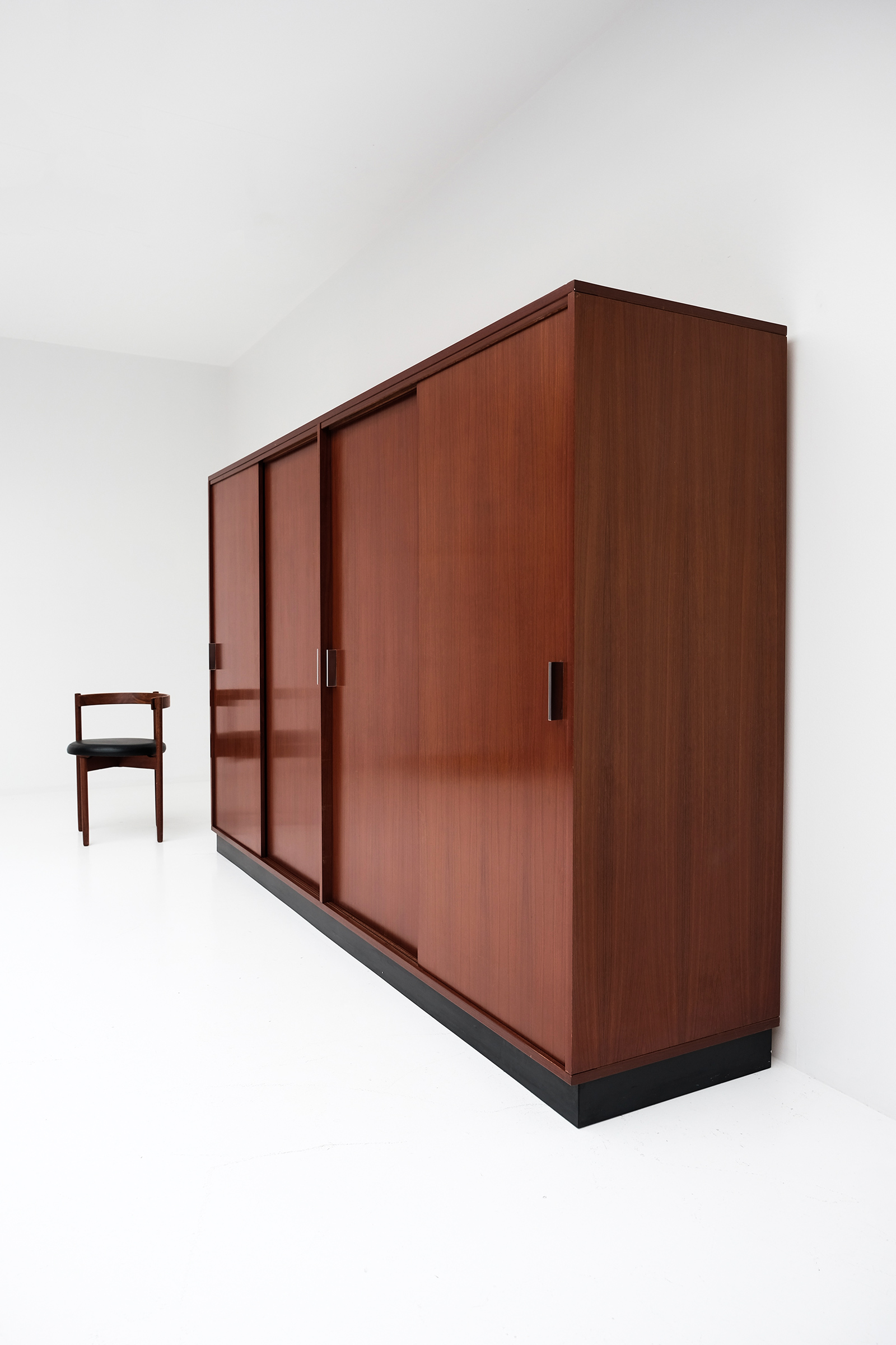 Alfred Hendrickx Wardrobe with Sliding Doorsimage 4