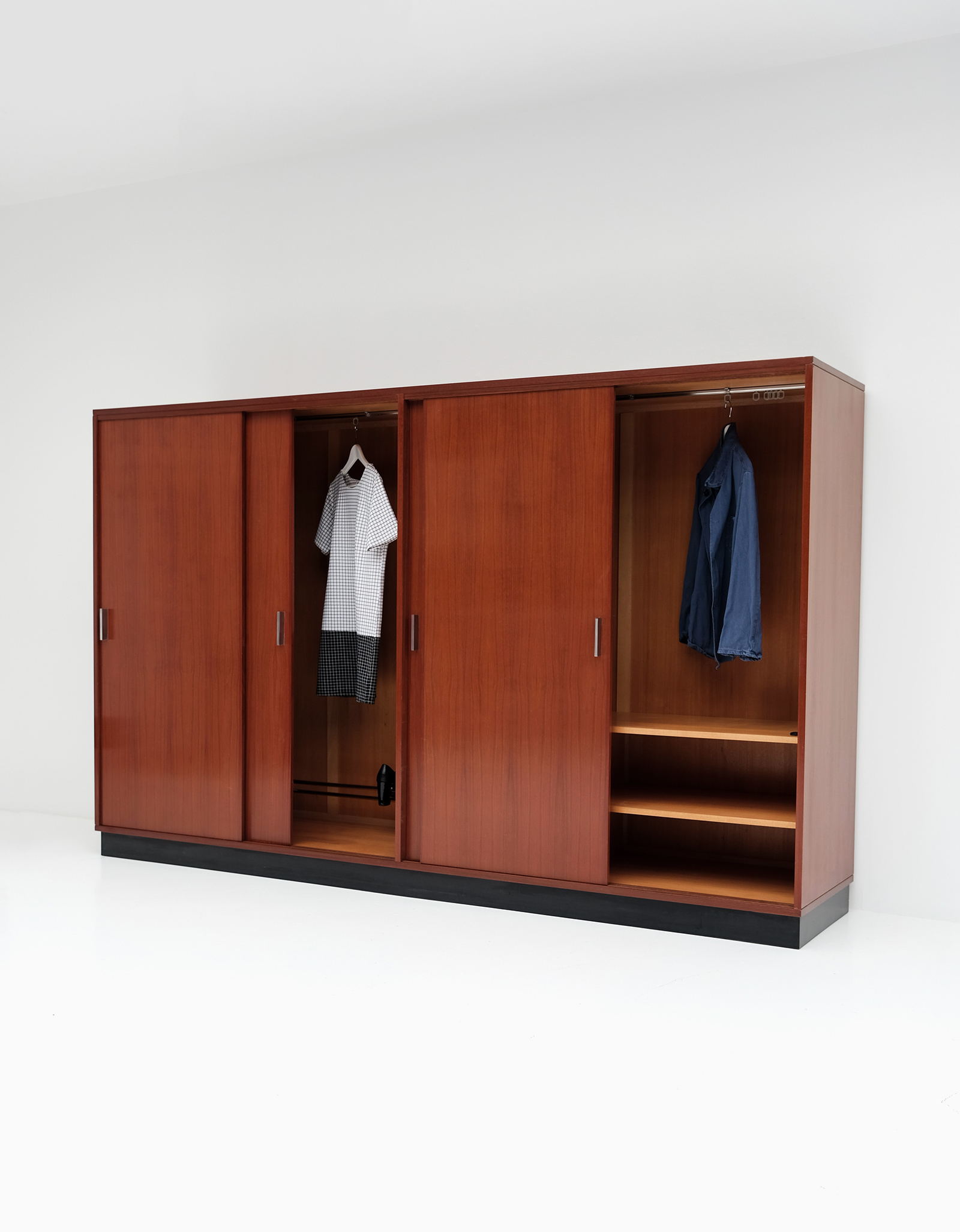 Alfred Hendrickx Wardrobe with Sliding Doorsimage 8