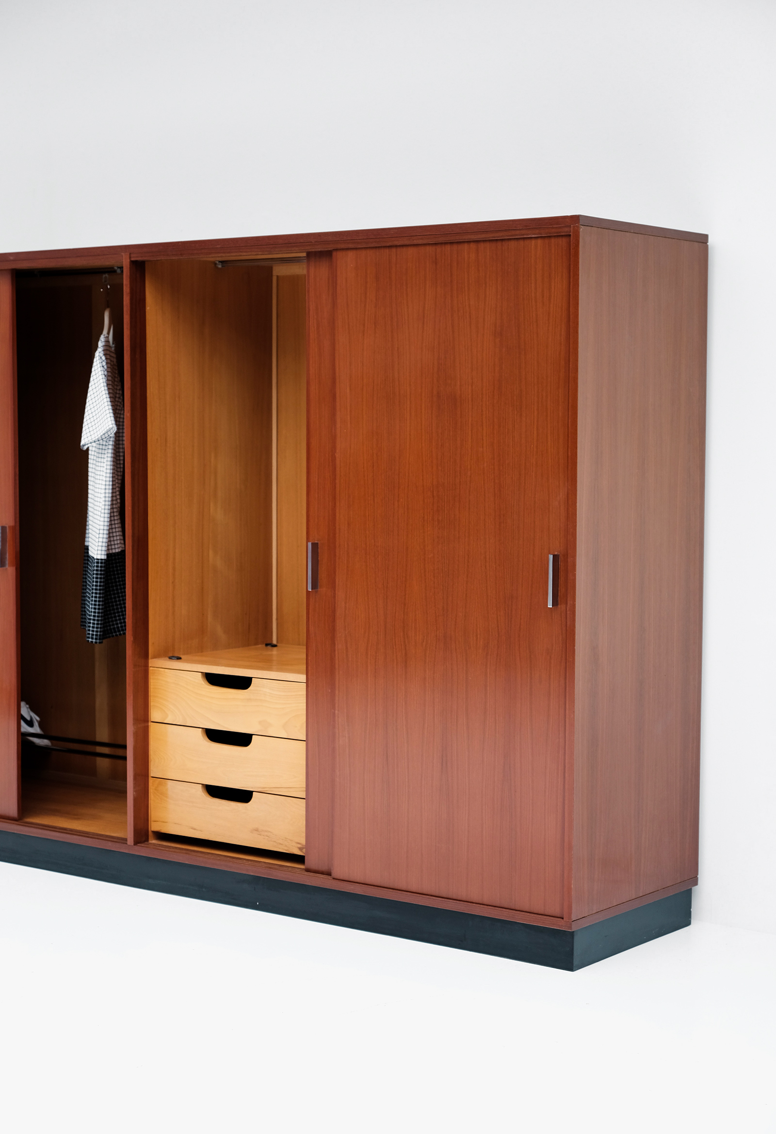 Alfred Hendrickx Wardrobe with Sliding Doorsimage 10