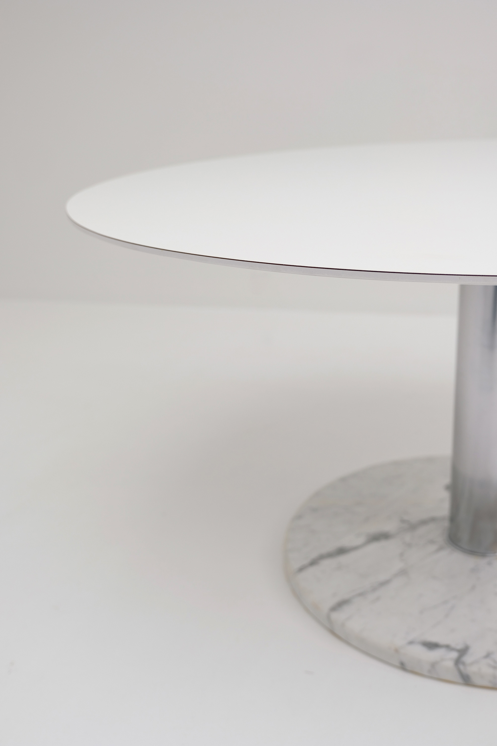 Alfred Hendrickx Round Dining Tableimage 6