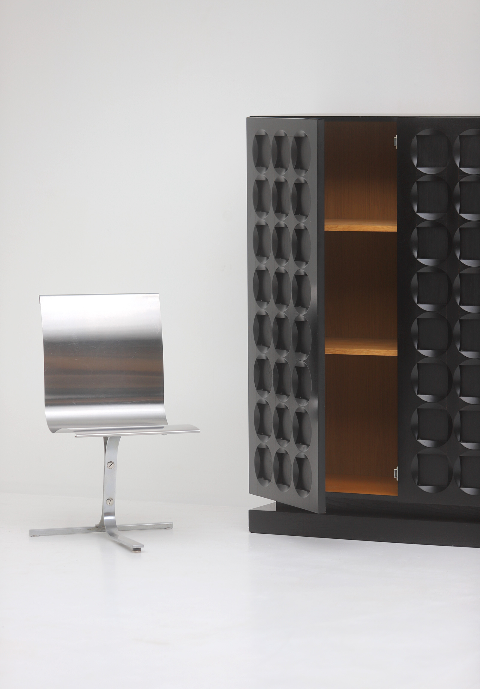 Defour Cabinet with Graphic Doorsimage 3