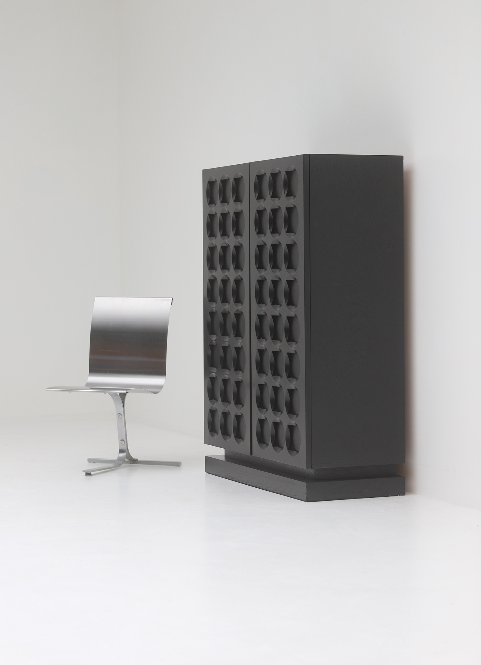 Defour Cabinet with Graphic Doorsimage 6