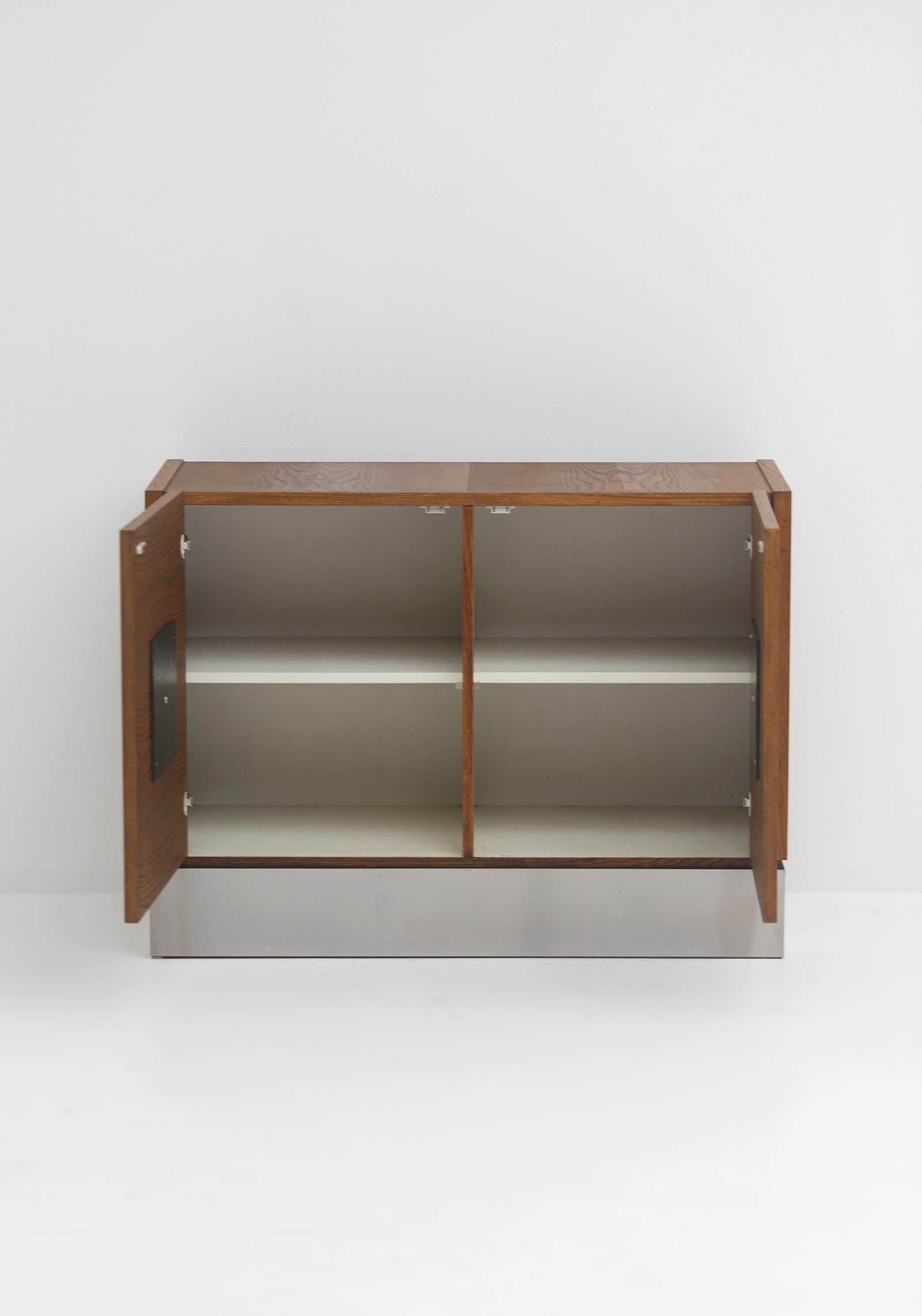 Defour graphic cabinetimage 5