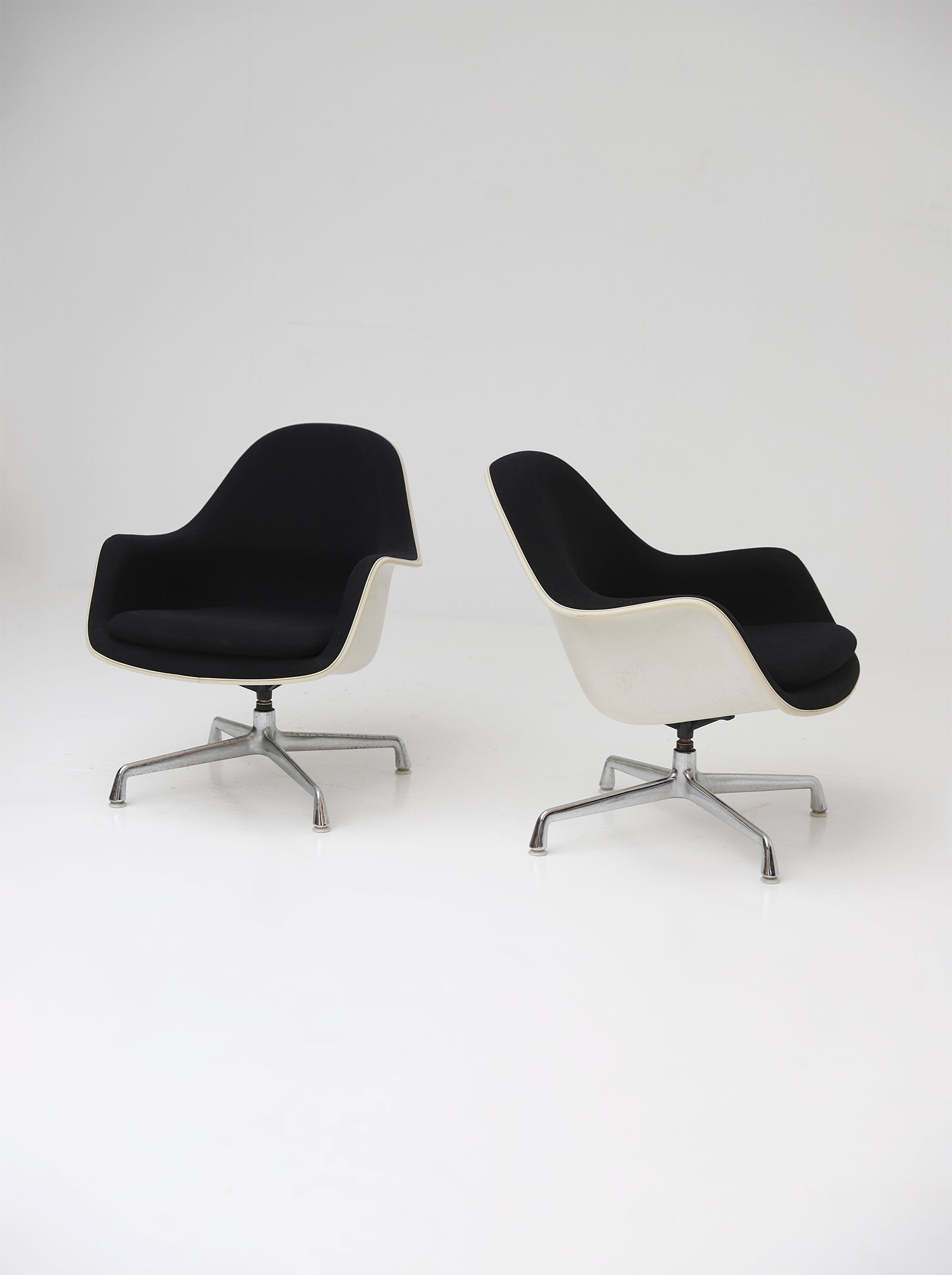 Two Eames Side Chairs Model EC175-8image 9