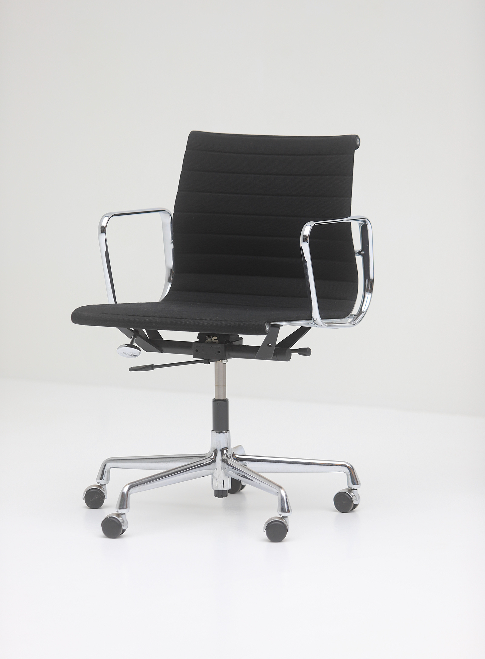 Two Eames office desk chairs ea117image 5