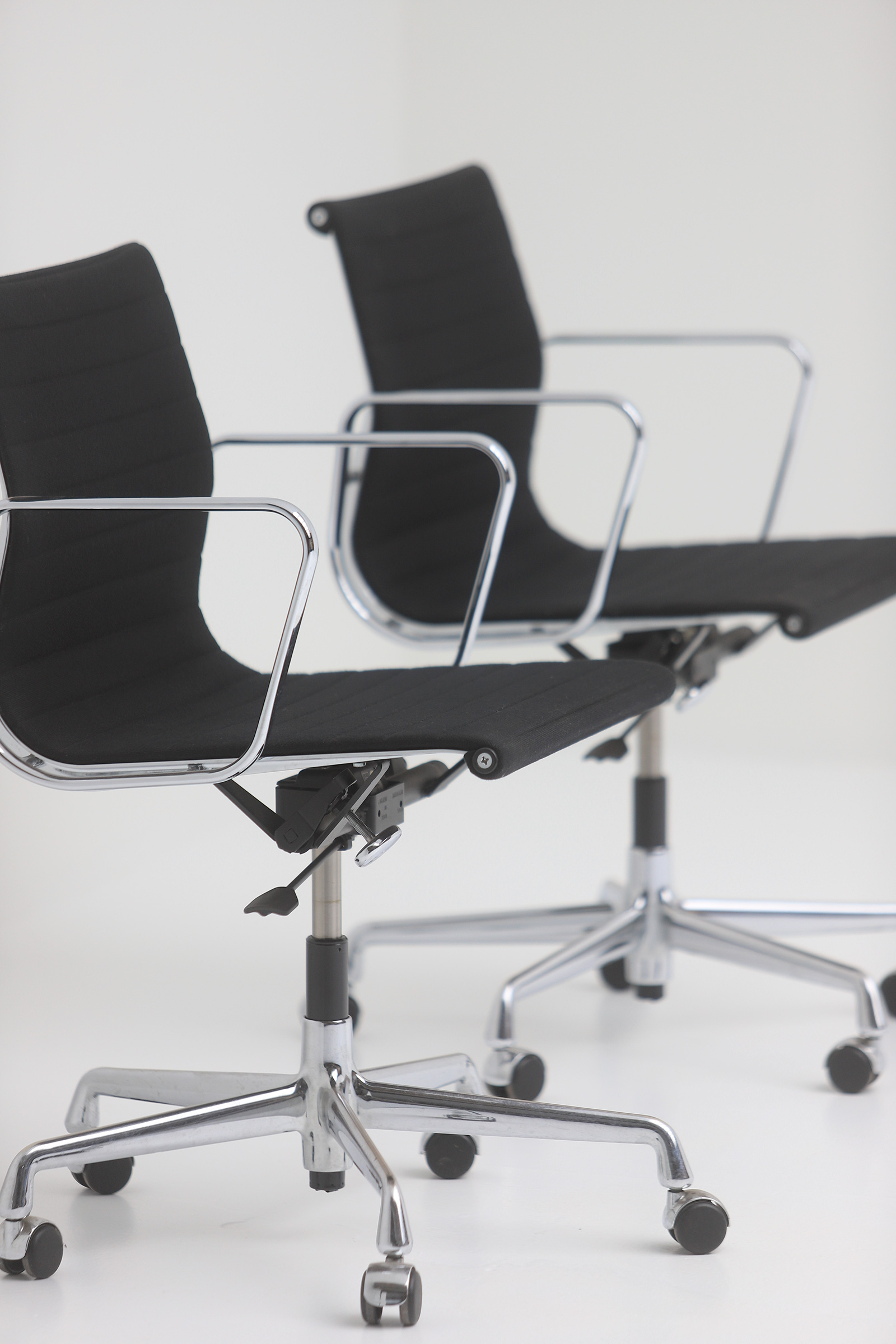 Two Eames office desk chairs ea117image 2