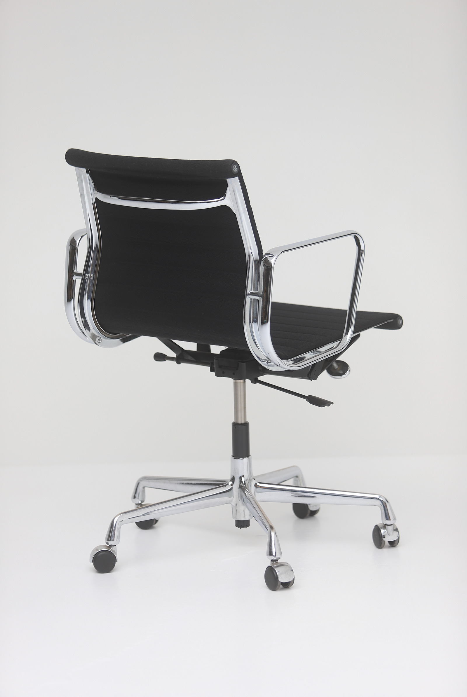 Two Eames office desk chairs ea117image 12