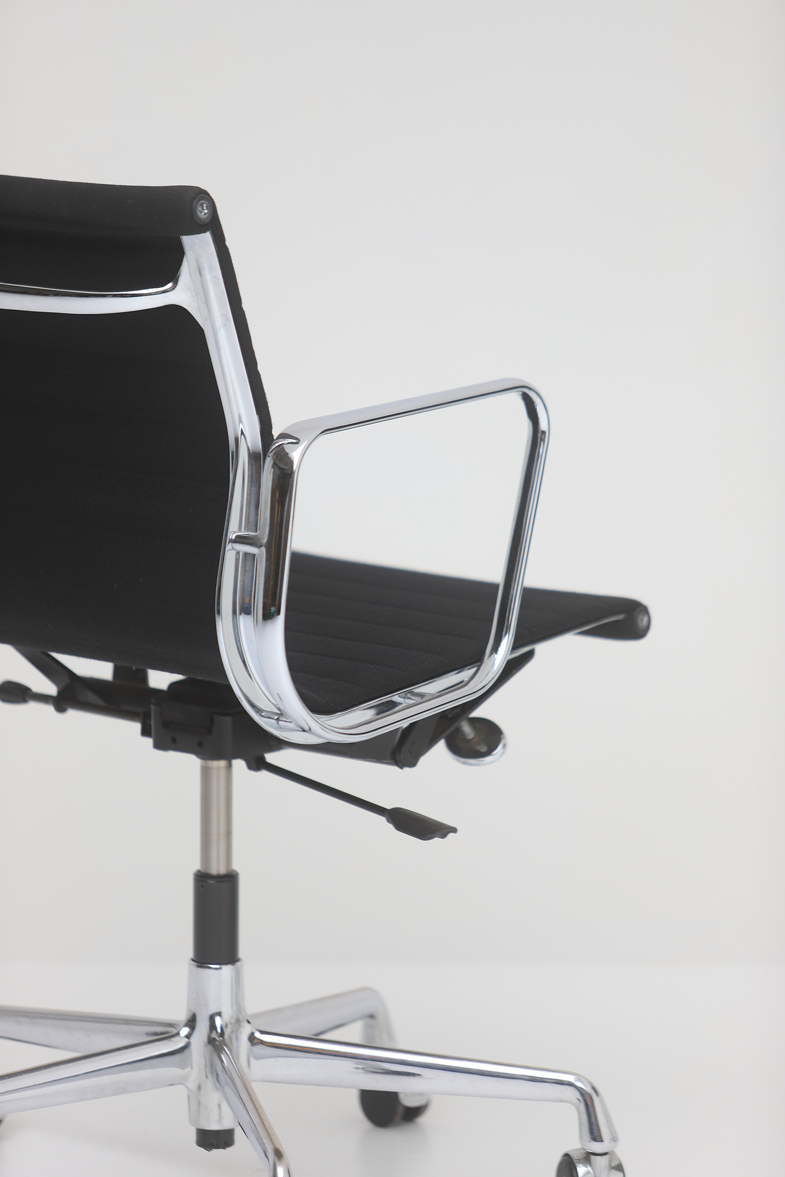 Two Eames office desk chairs ea117image 8