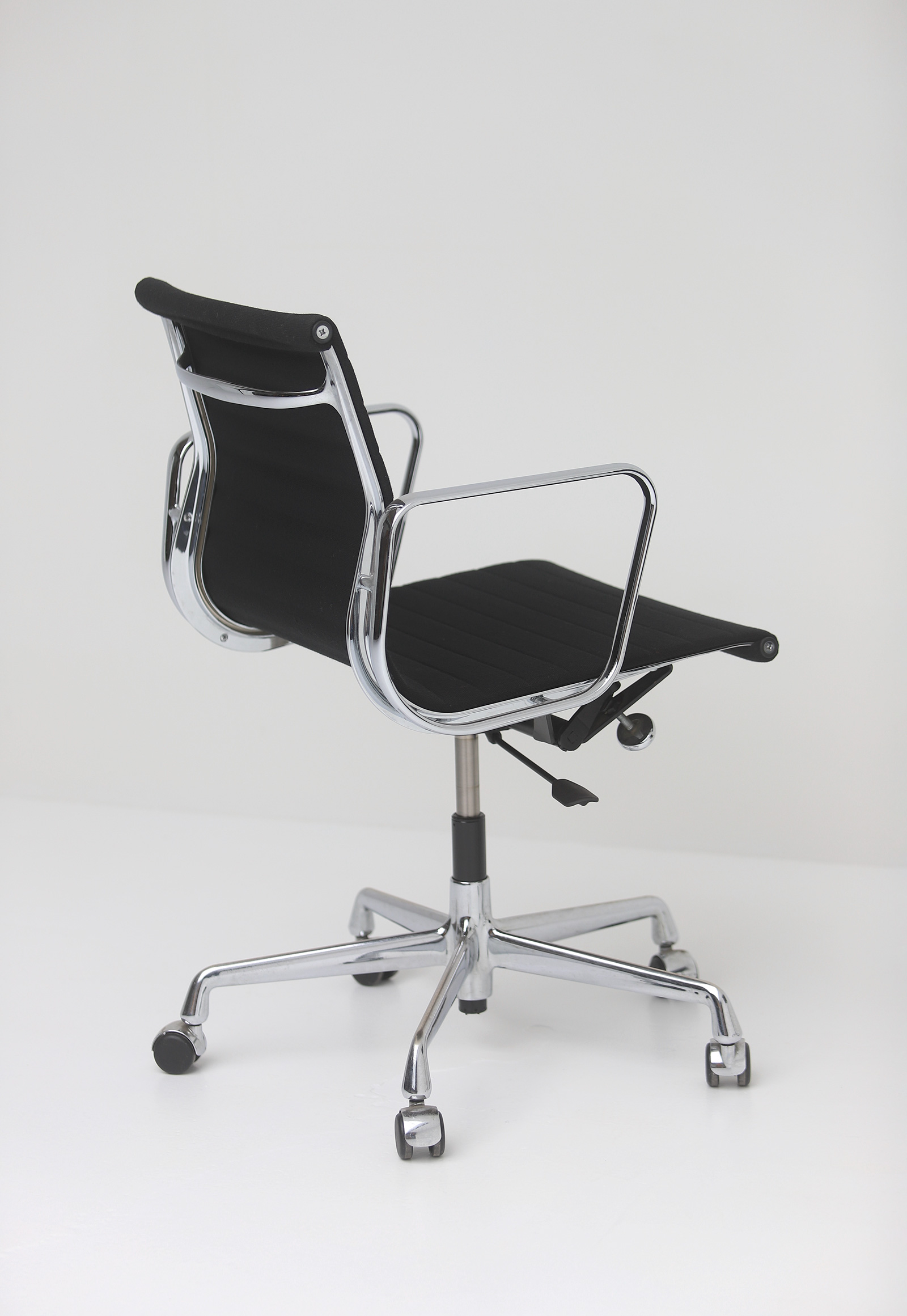 Two Eames office desk chairs ea117image 7
