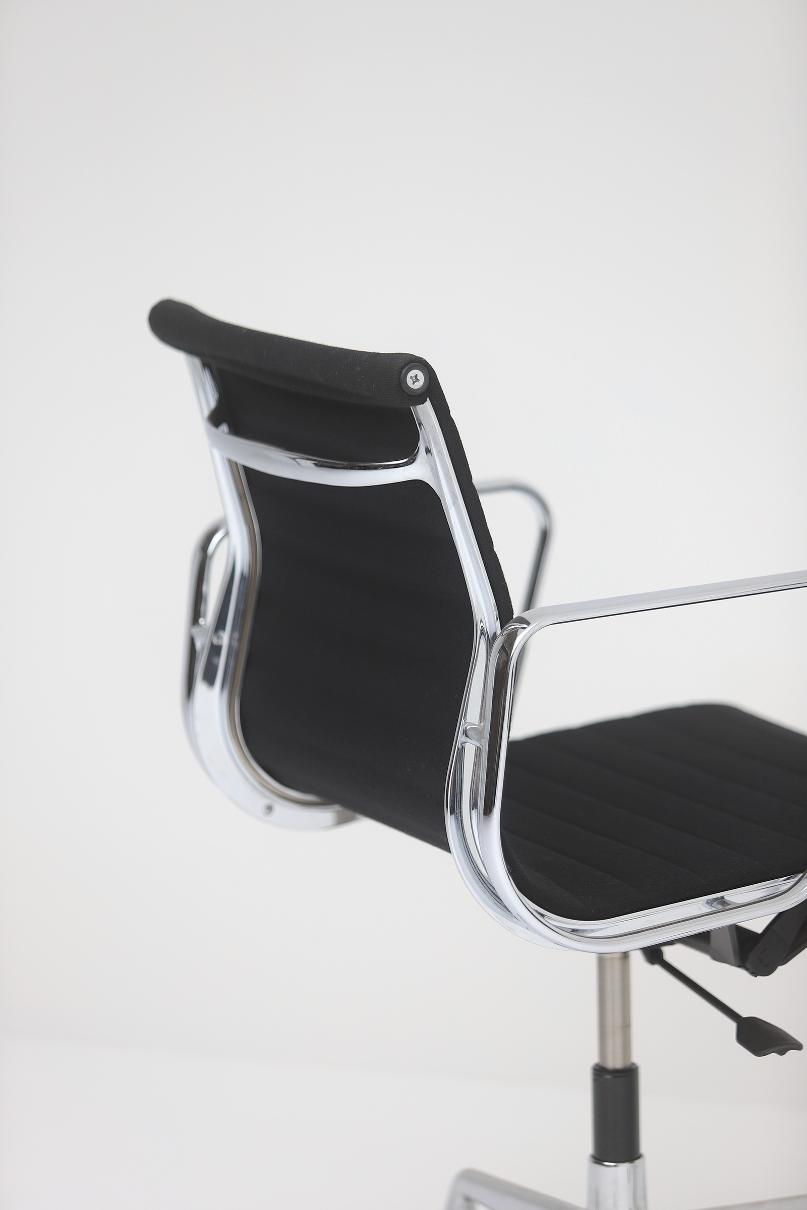 Two Eames office desk chairs ea117image 9