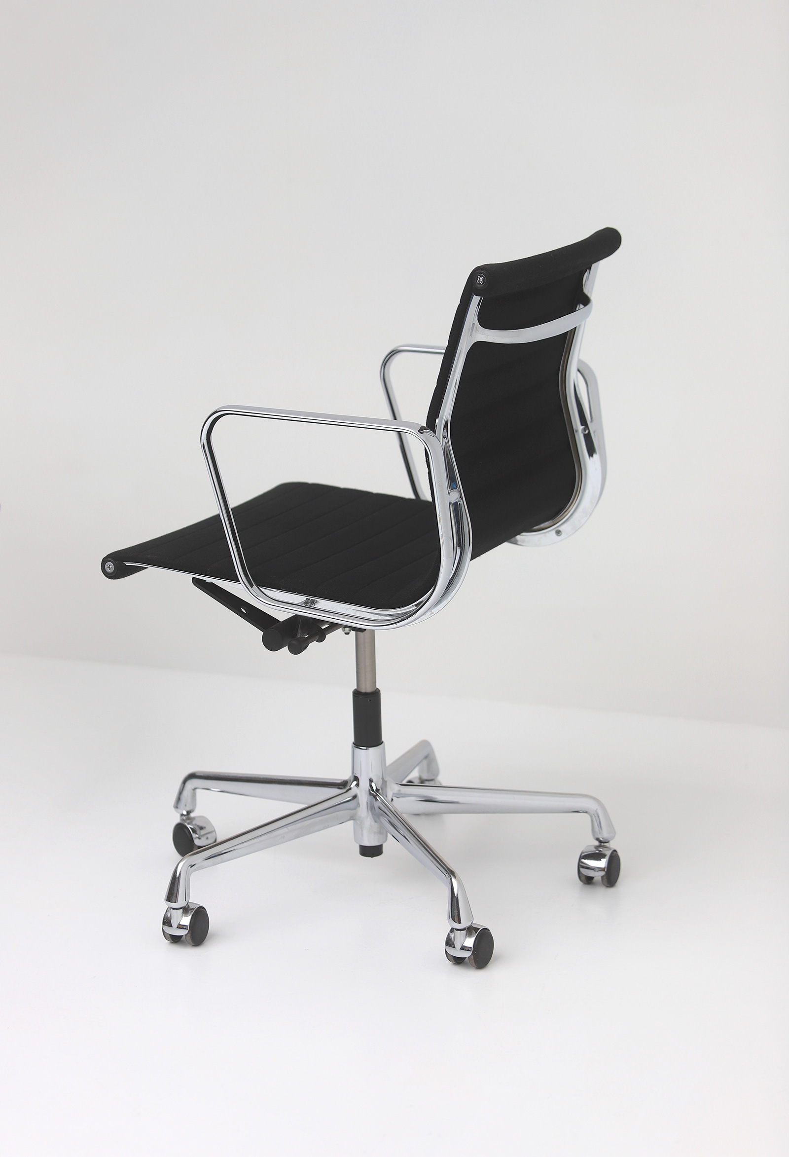 Two Eames office desk chairs ea117image 6