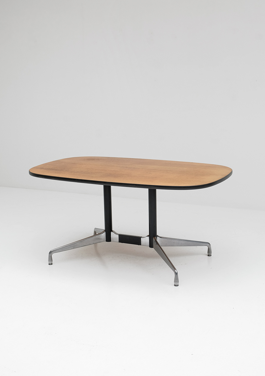 Eames Segmented Tableimage 2