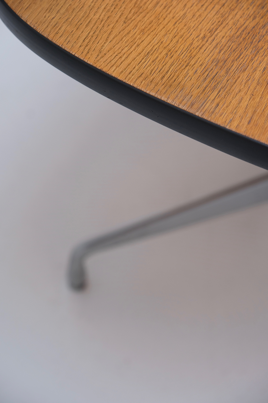 Eames Segmented Tableimage 3