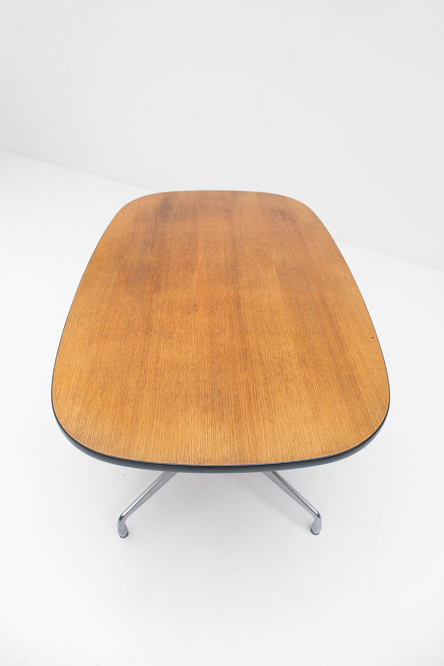 Eames Segmented Tableimage 5