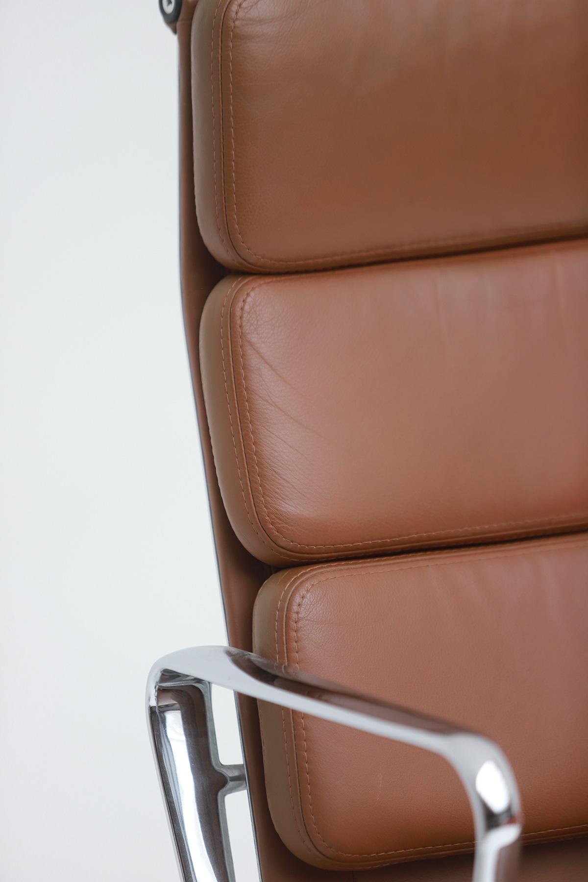 Pair of Eames  Aluminium EA216 Armchairs image 3