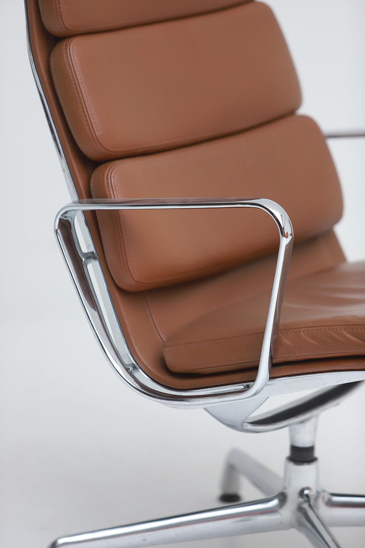 Pair of Eames  Aluminium EA216 Armchairs image 2