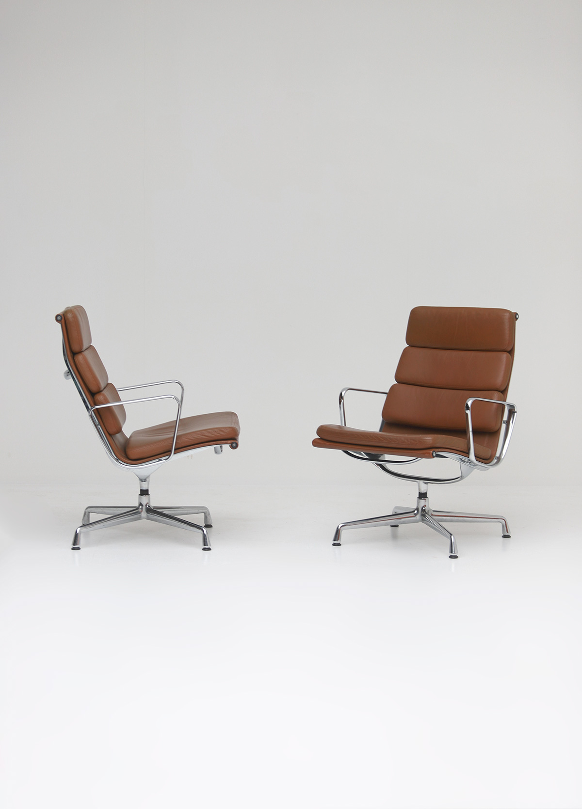 Pair of Eames  Aluminium EA216 Armchairs image 5