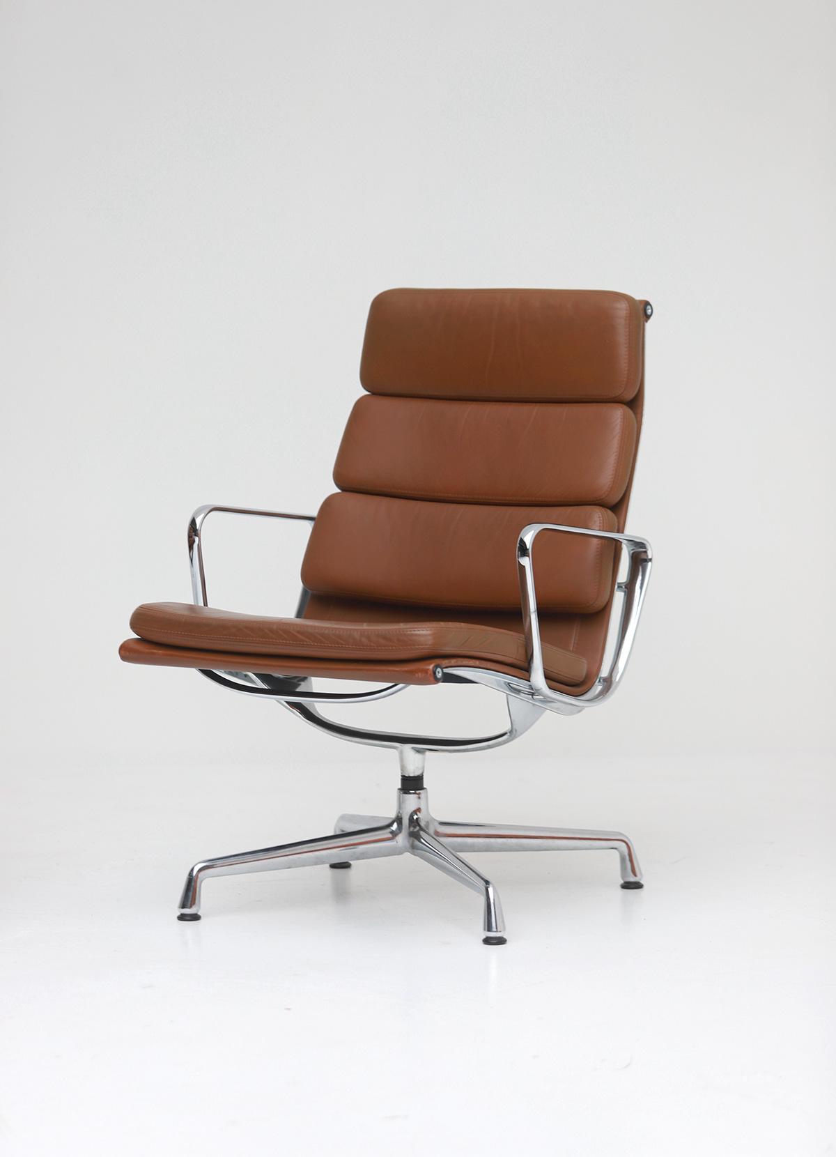 Pair of Eames  Aluminium EA216 Armchairs image 6