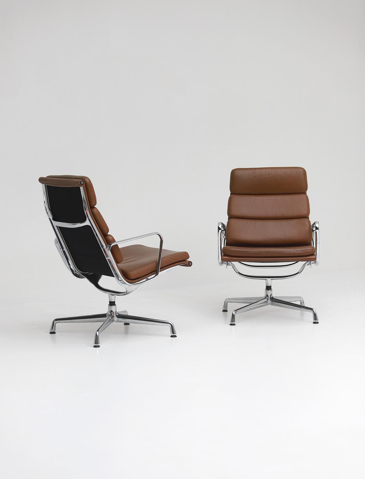 Pair of Eames  Aluminium EA216 Armchairs image 7