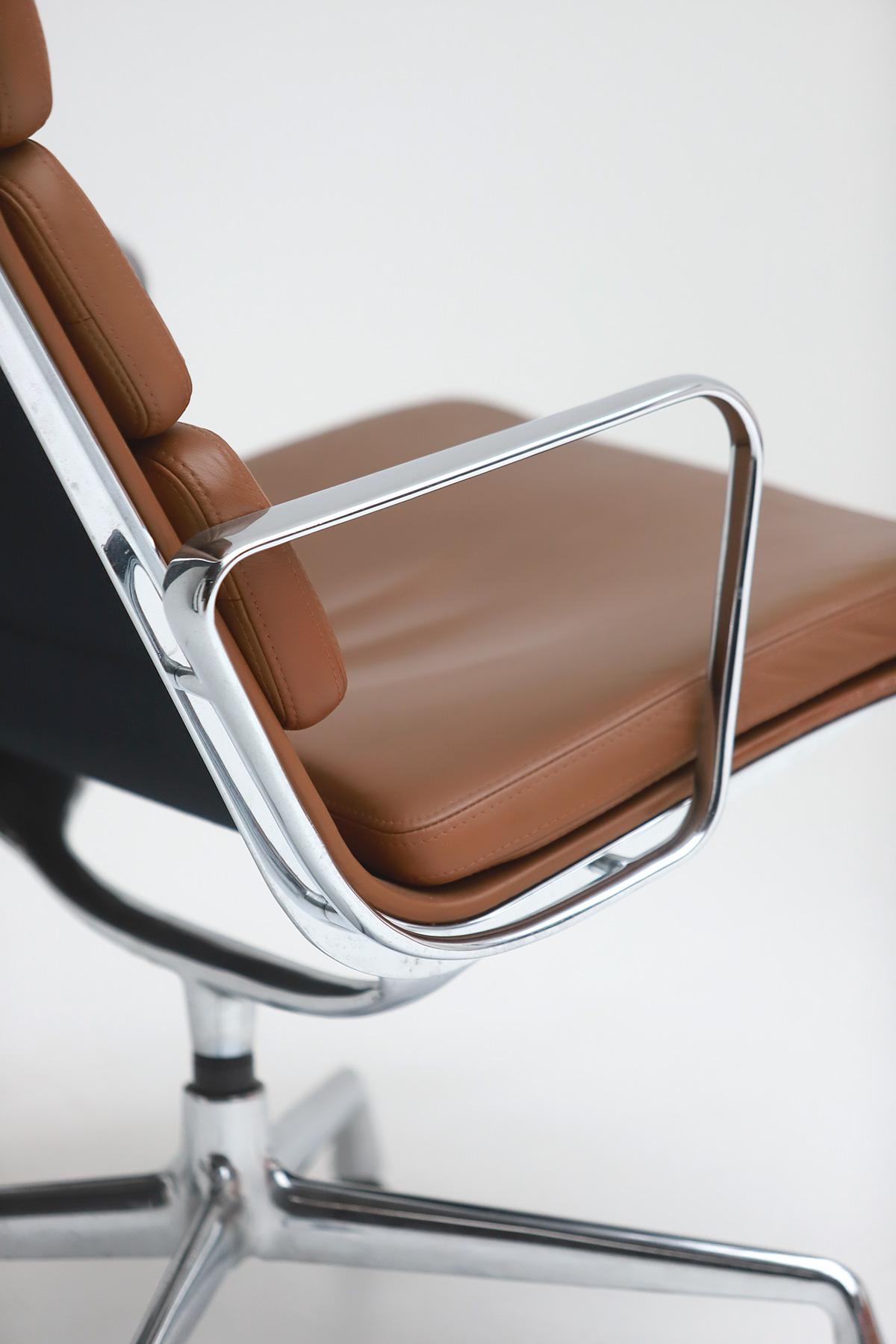 Pair of Eames  Aluminium EA216 Armchairs image 9