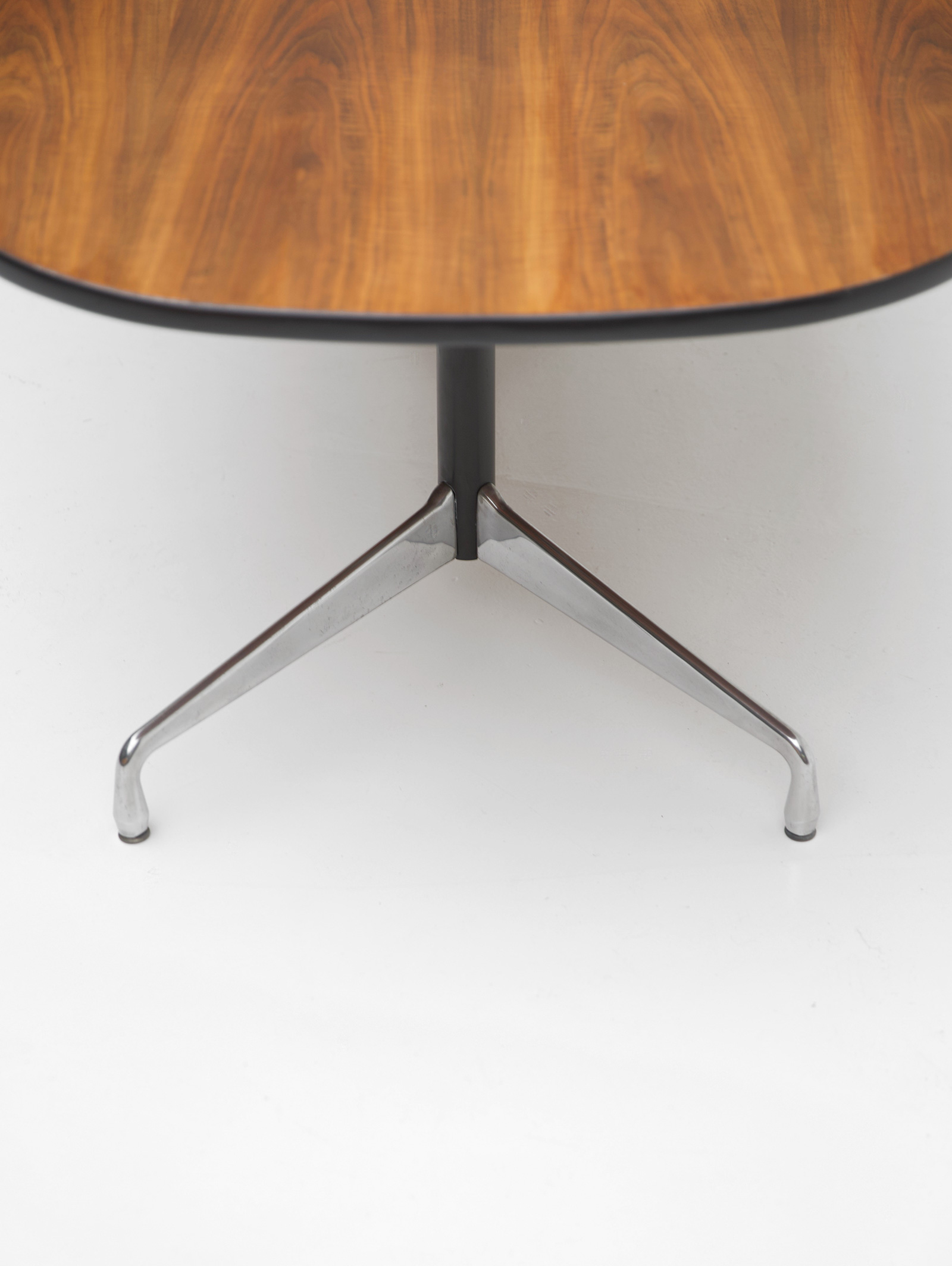 Eames Segmented Table Herman Millerimage 7