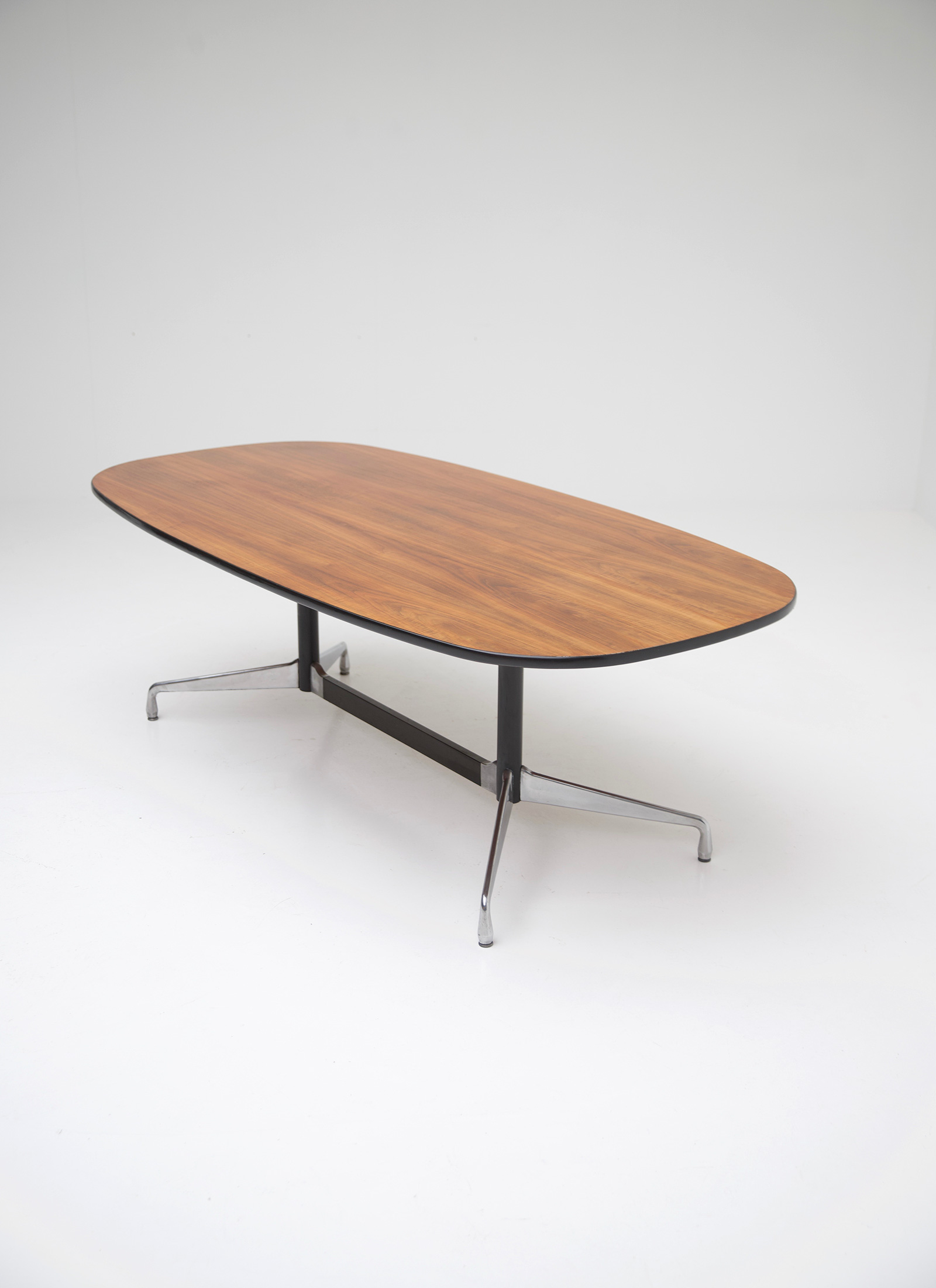 Eames Segmented Table Herman Millerimage 11