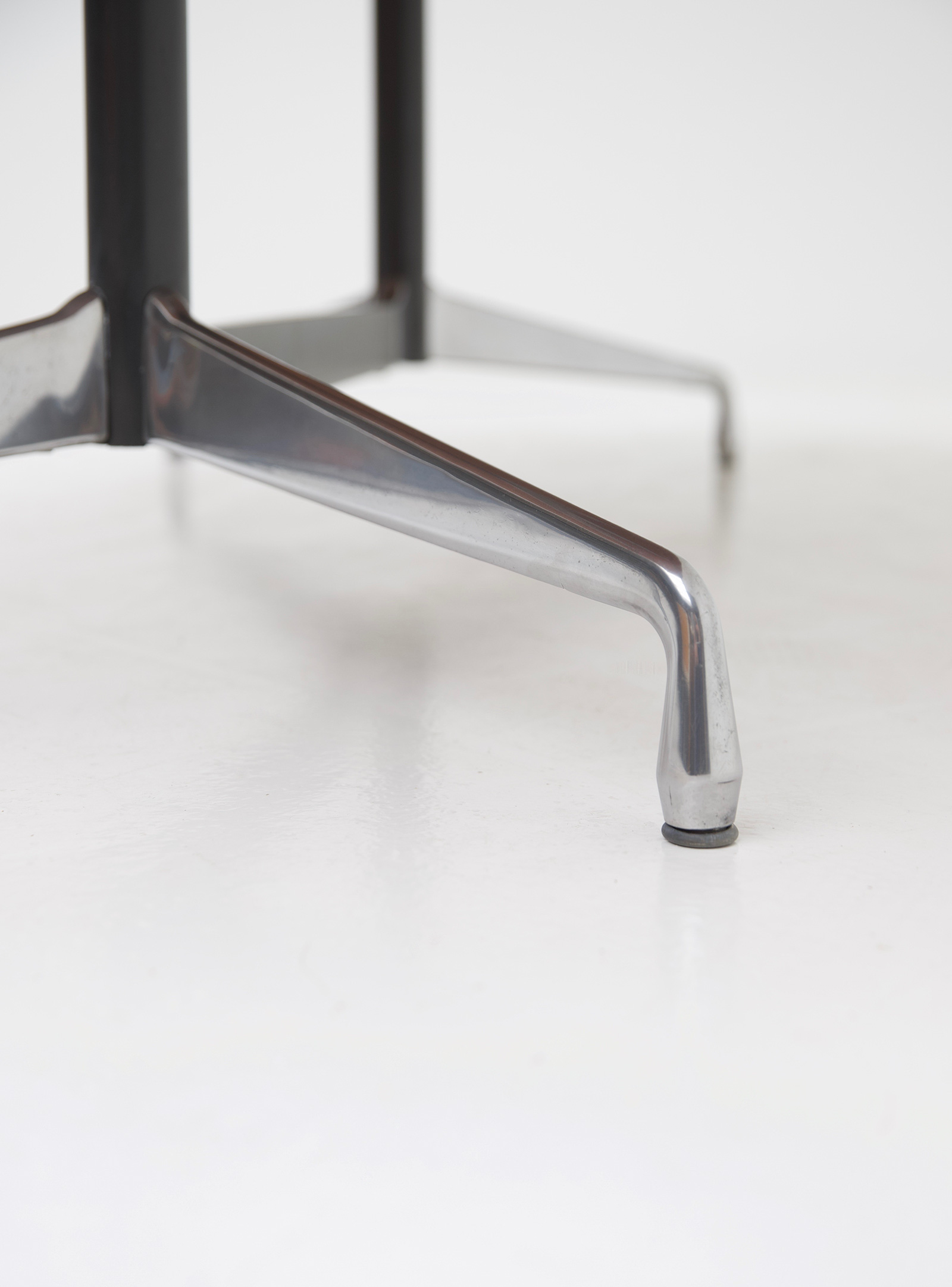 Eames Segmented Table Herman Millerimage 9