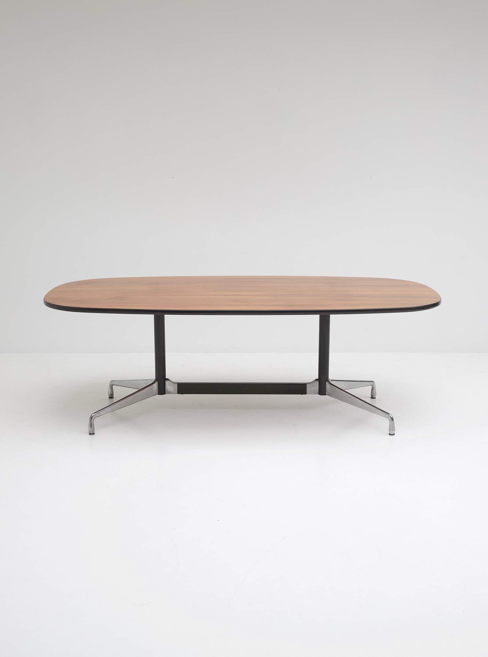 Eames Segmented Table Herman Millerimage 1