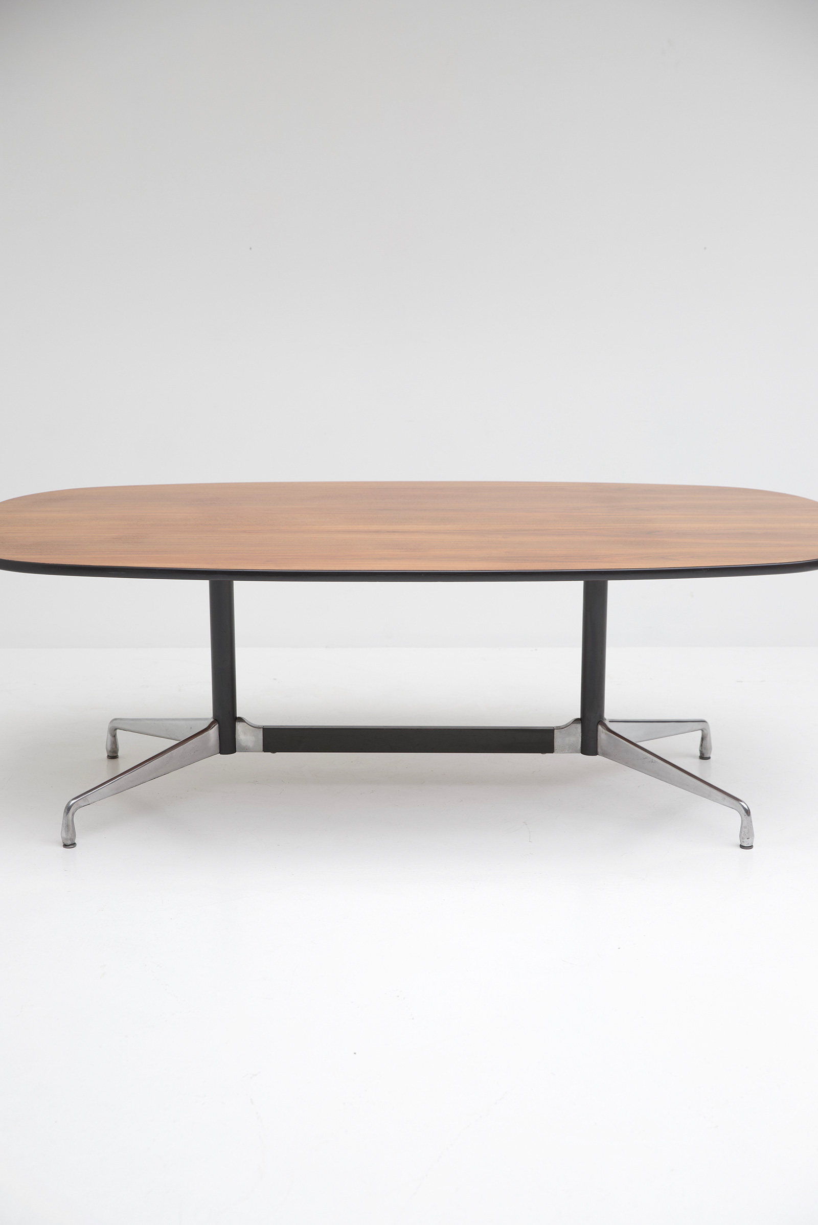 Eames Segmented Table Herman Millerimage 2