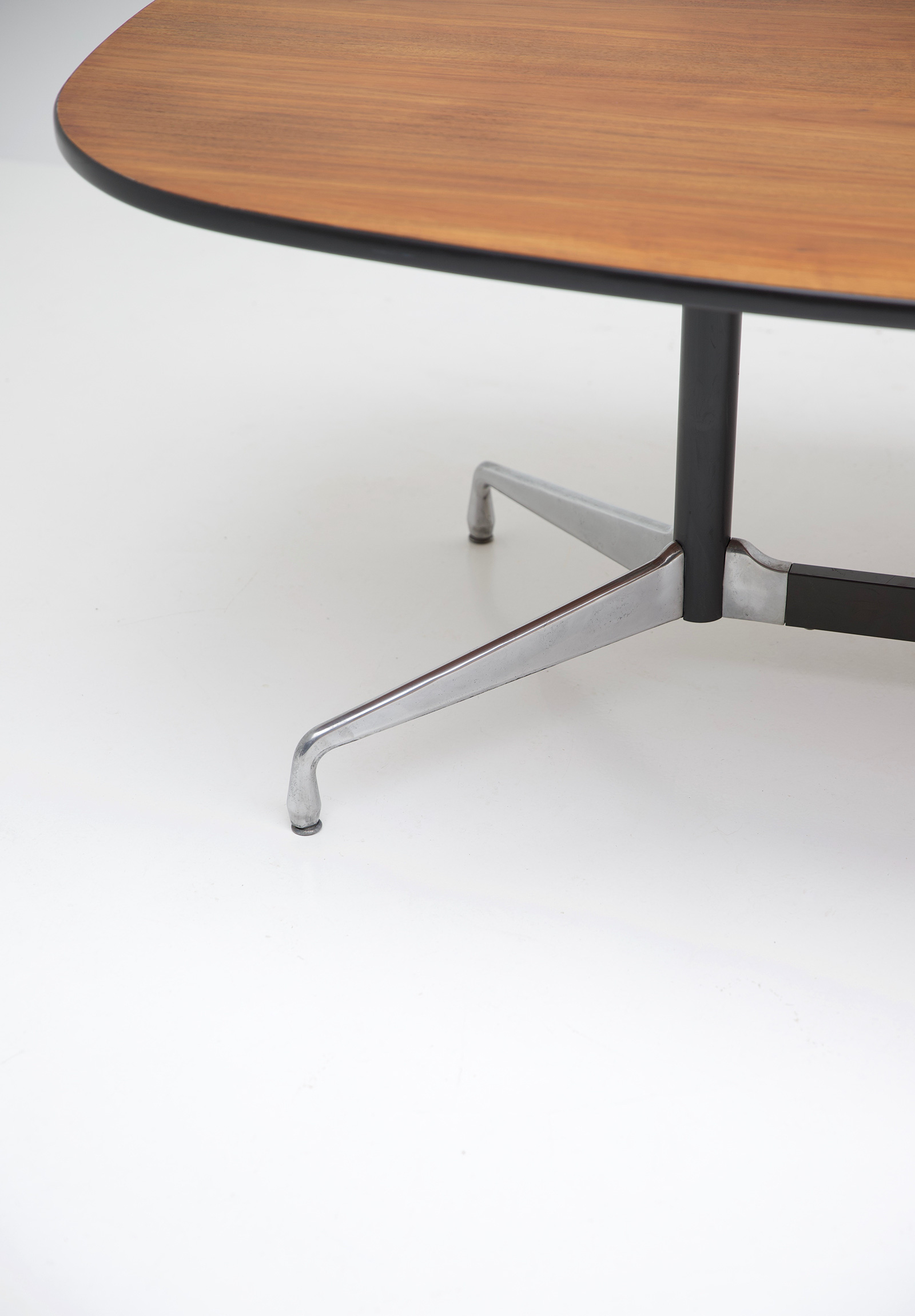 Eames Segmented Table Herman Millerimage 3