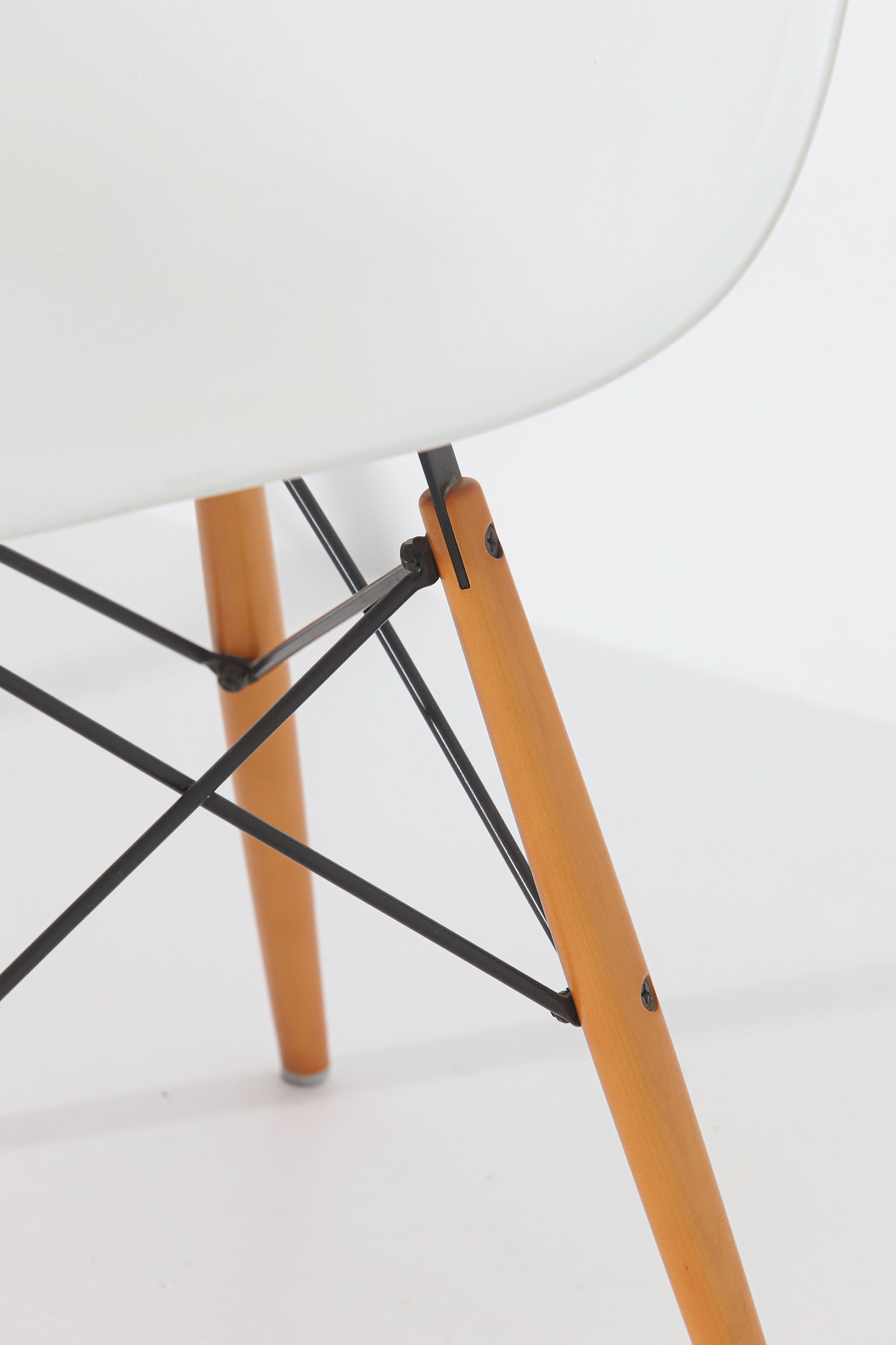 Eames DSW Vitra chairsimage 4