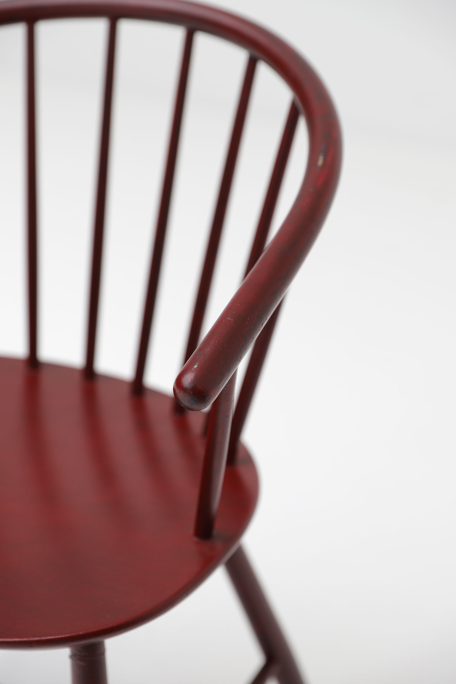 J64 spindle back chair by Ejvind Johansson