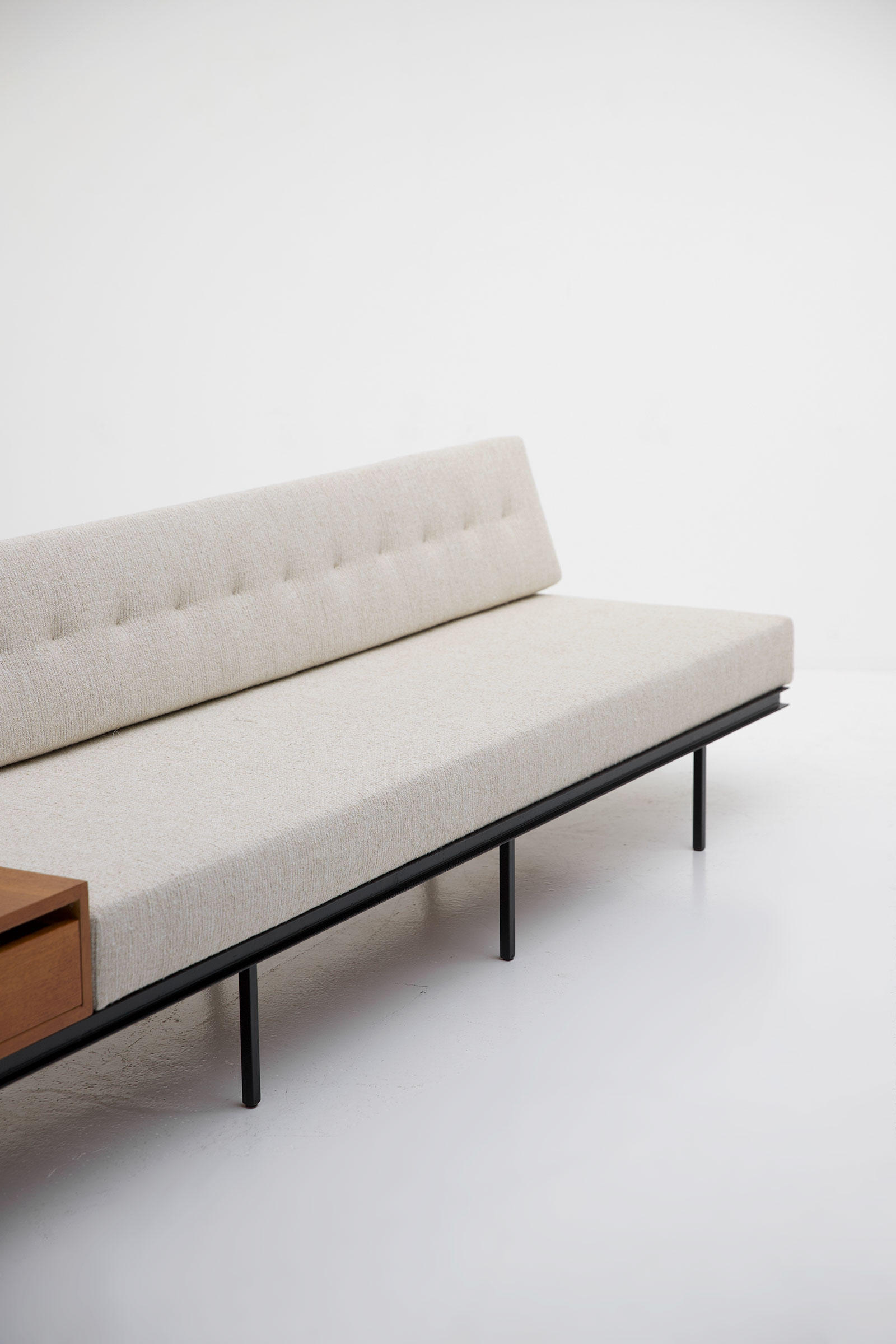 Florence Knoll sofa Cabinet
