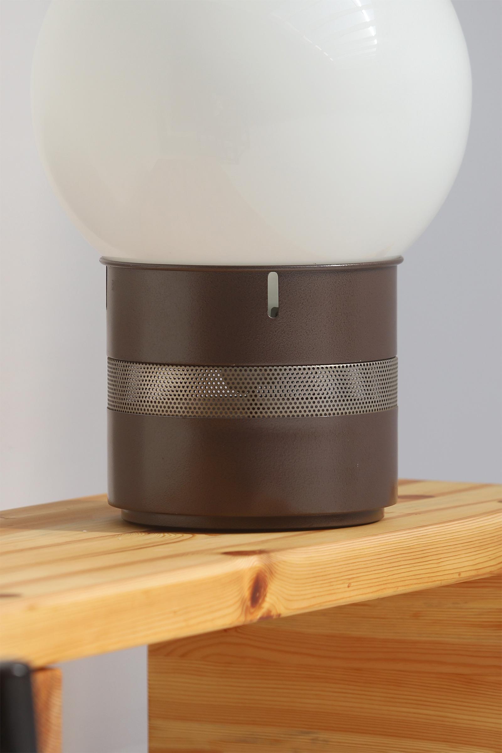 Gae Aulenti Mezzoracolo table lamp for Artemideimage 2