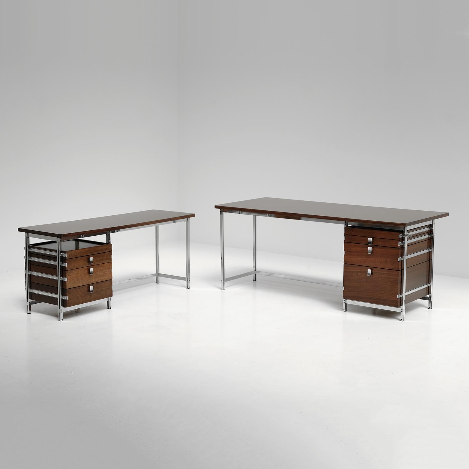 Jules Wabbes corner desk