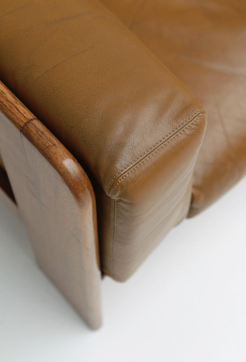 70s Wide Cognac Leather Sofaimage 10
