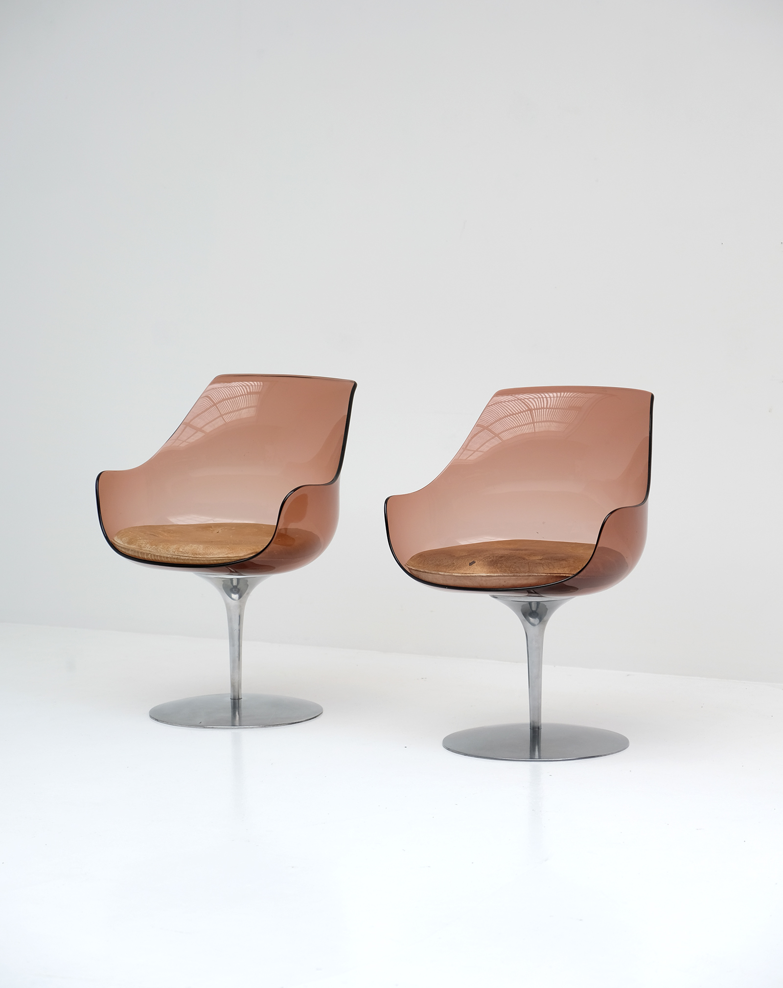 Laverne Champagne Chairs Formes Nouvelles
