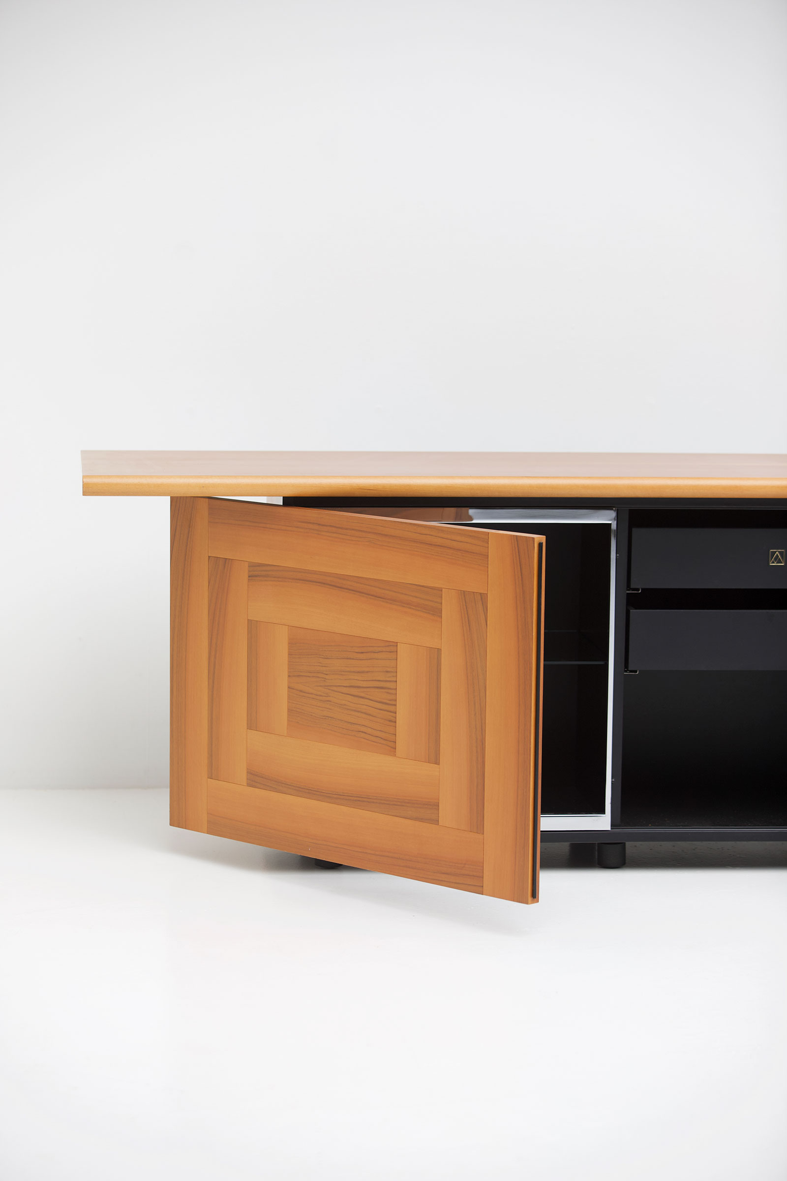 Sheraton sideboard by Giotto Stoppino 1977