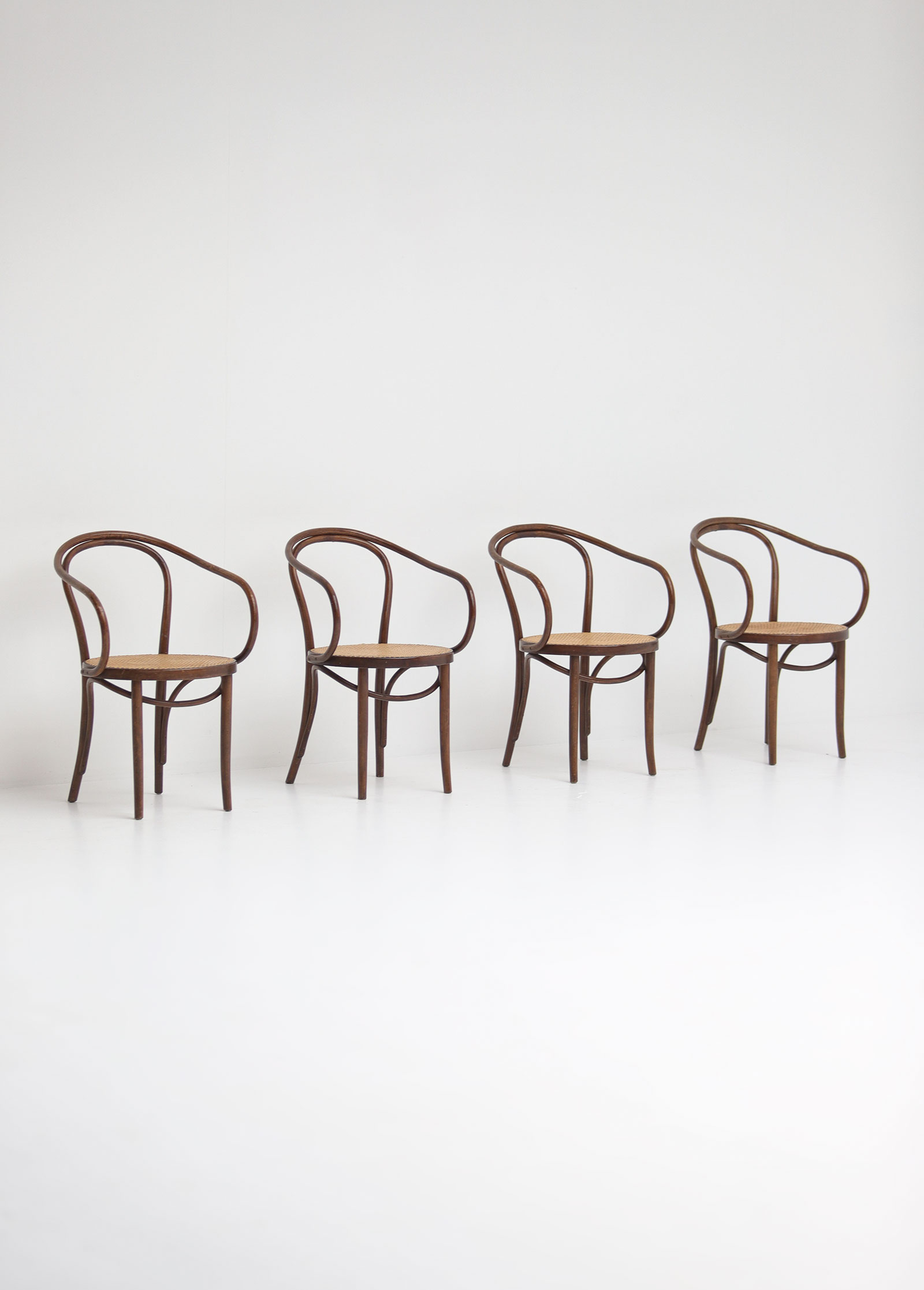 Set of four bentwood B9 armchairs by Thonetimage 1