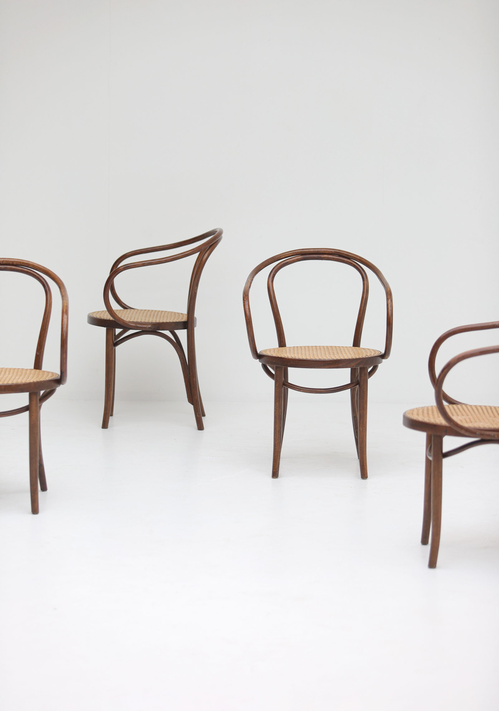 Set of four bentwood B9 armchairs by Thonetimage 10