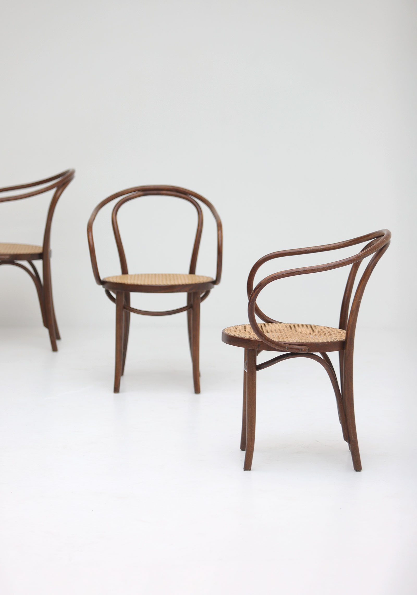 Set of four bentwood B9 armchairs by Thonetimage 9