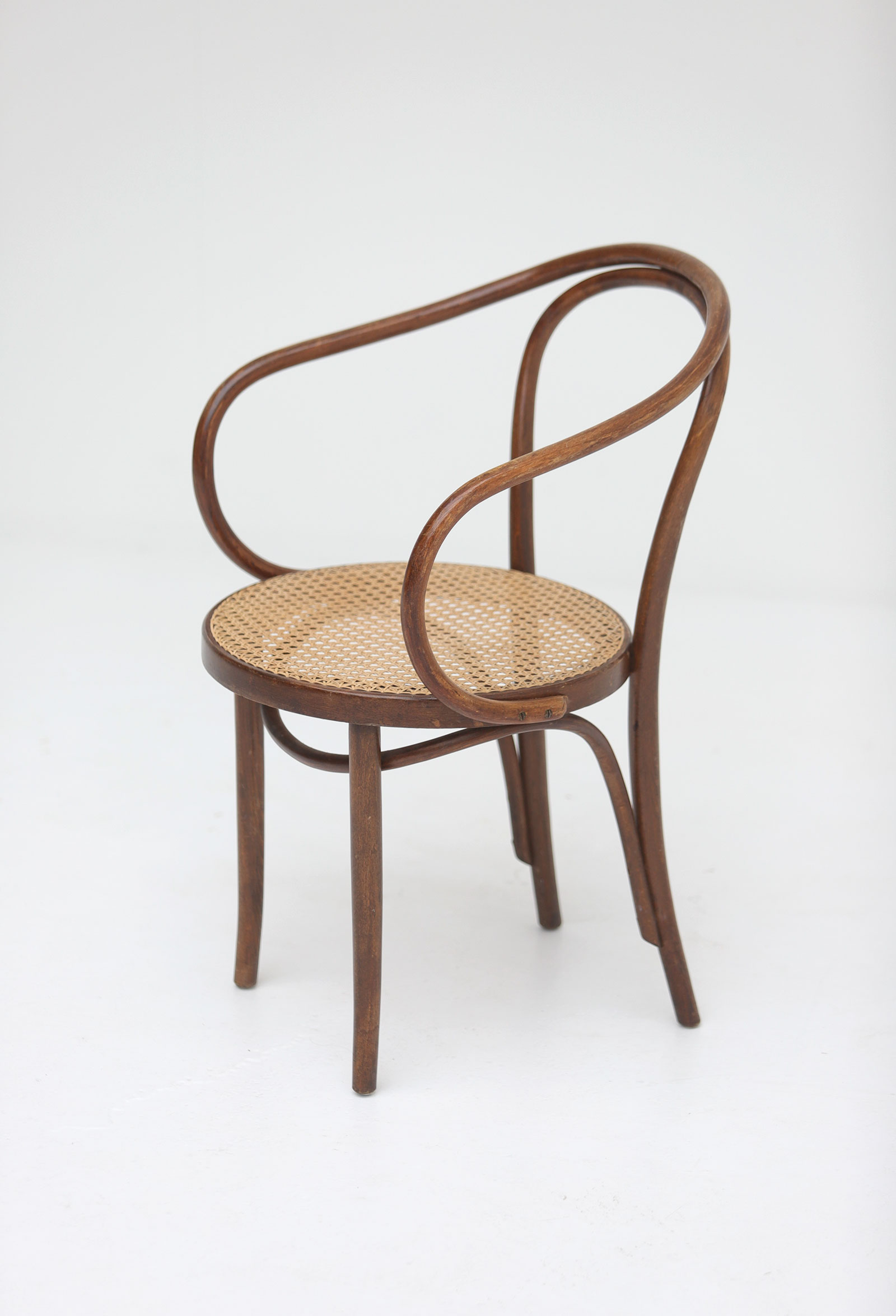 Set of four bentwood B9 armchairs by Thonetimage 6