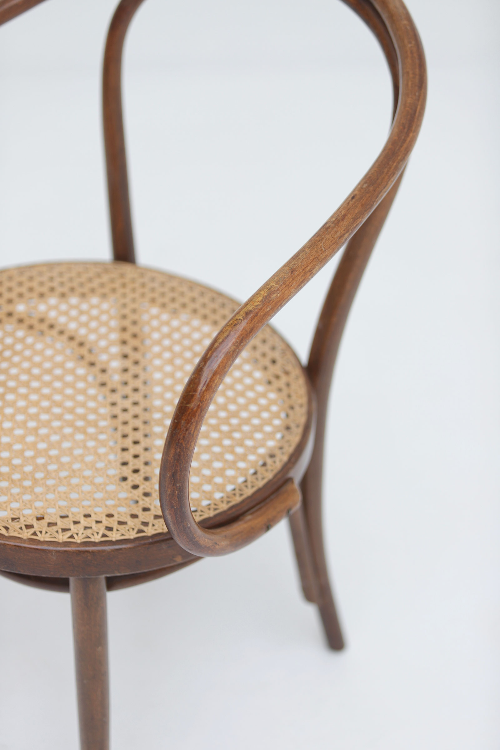 Set of four bentwood B9 armchairs by Thonetimage 7