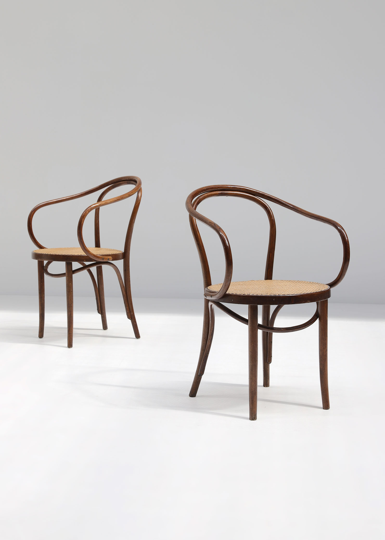 Set of four bentwood B9 armchairs by Thonetimage 2