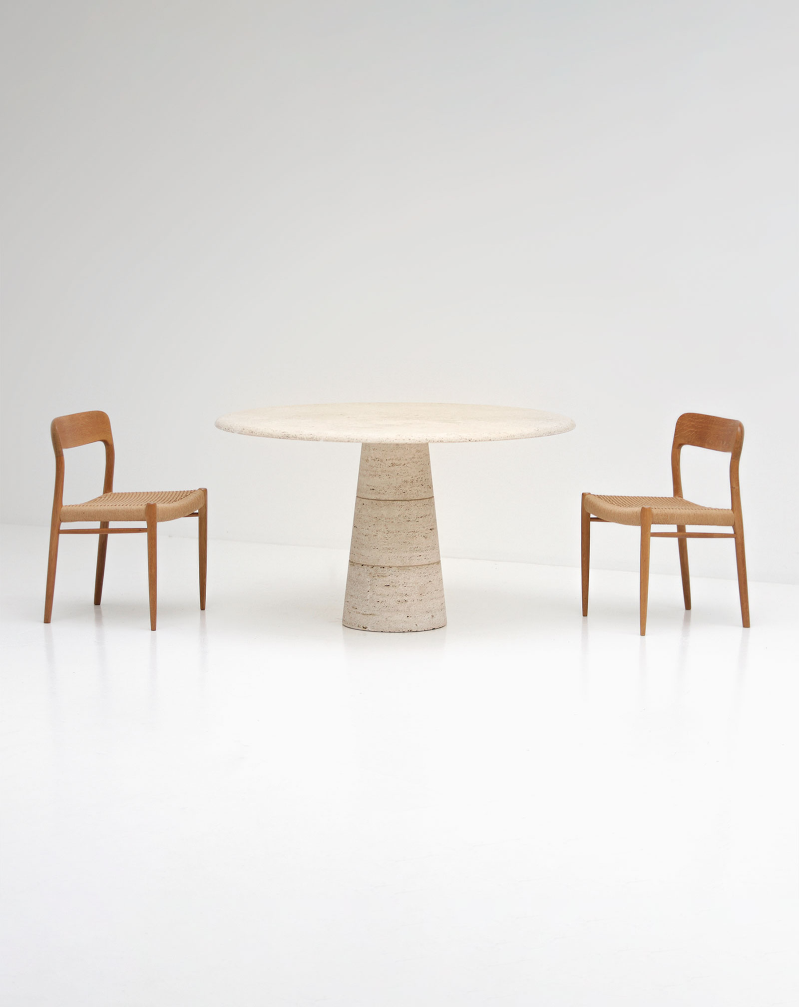 Travertin Round Dining Table Up&Upimage 1