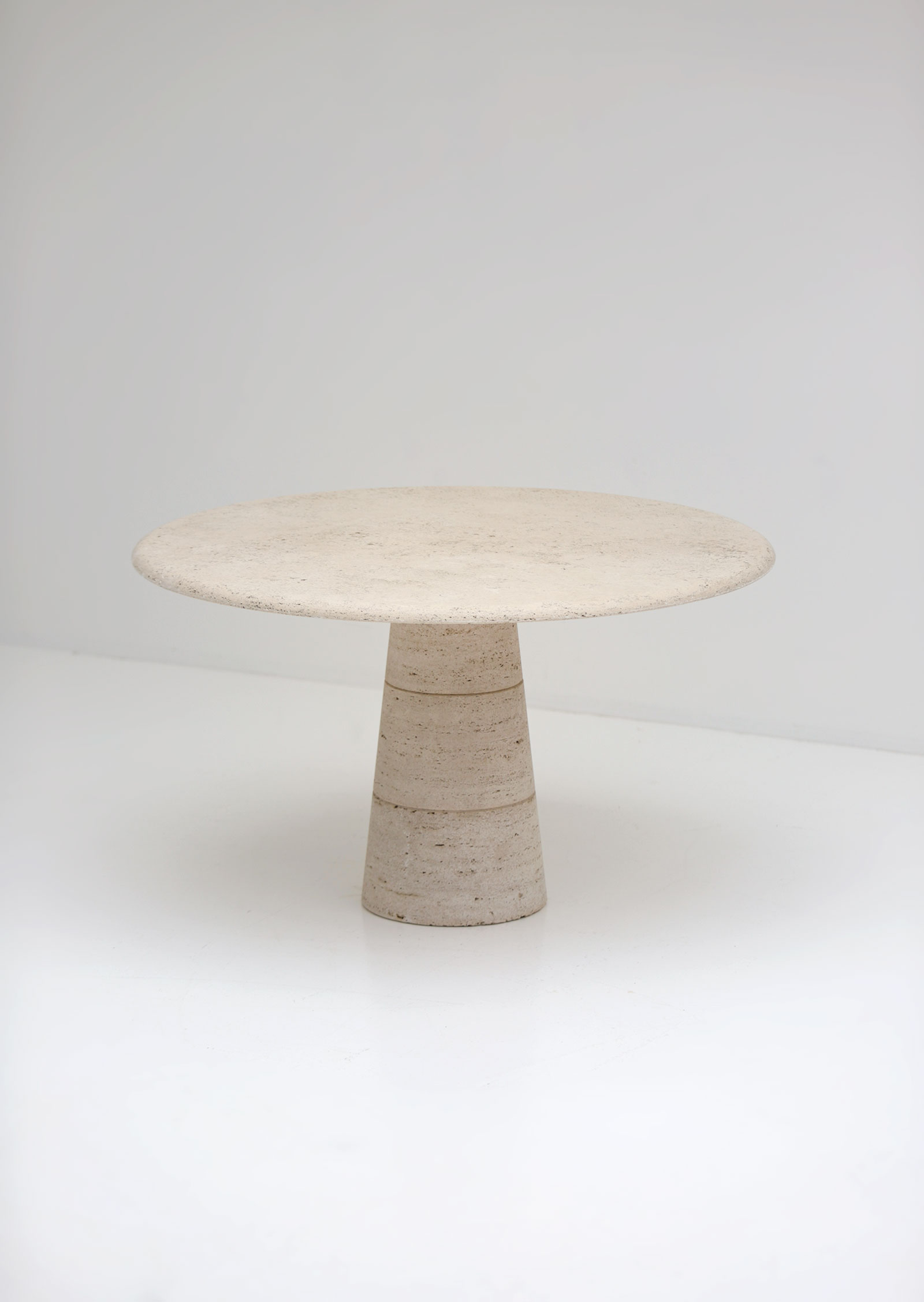 Travertin Round Dining Table Up&Upimage 3