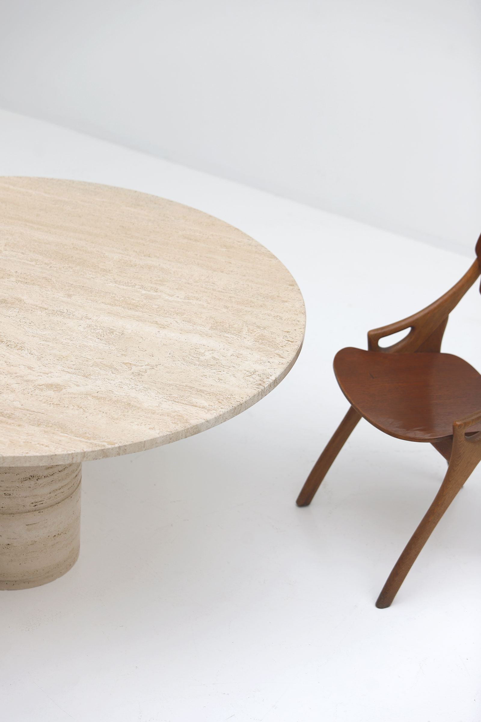 Up&Up Travertine Round Pedestal Dining Table image 4