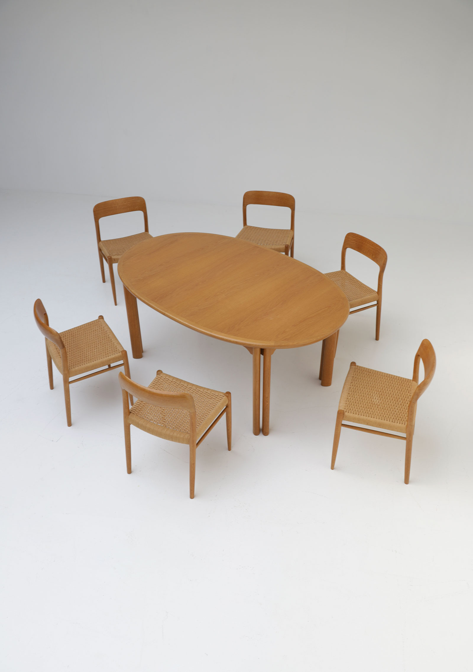 Oak Dining Table Van Den Berghe Pauversimage 9