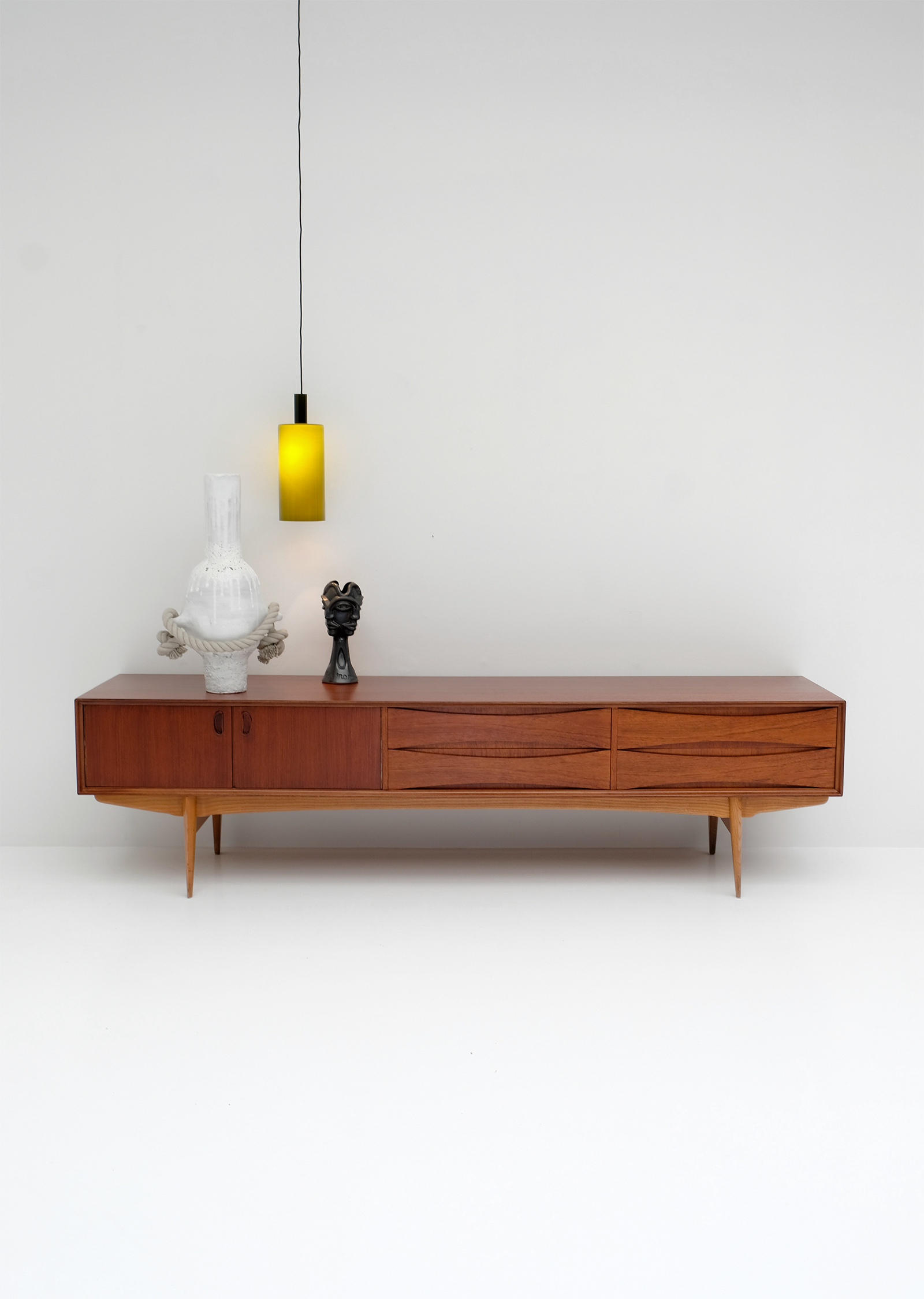 1958 V-form Paola Low Sideboard Oswald Vermaerckeimage 1
